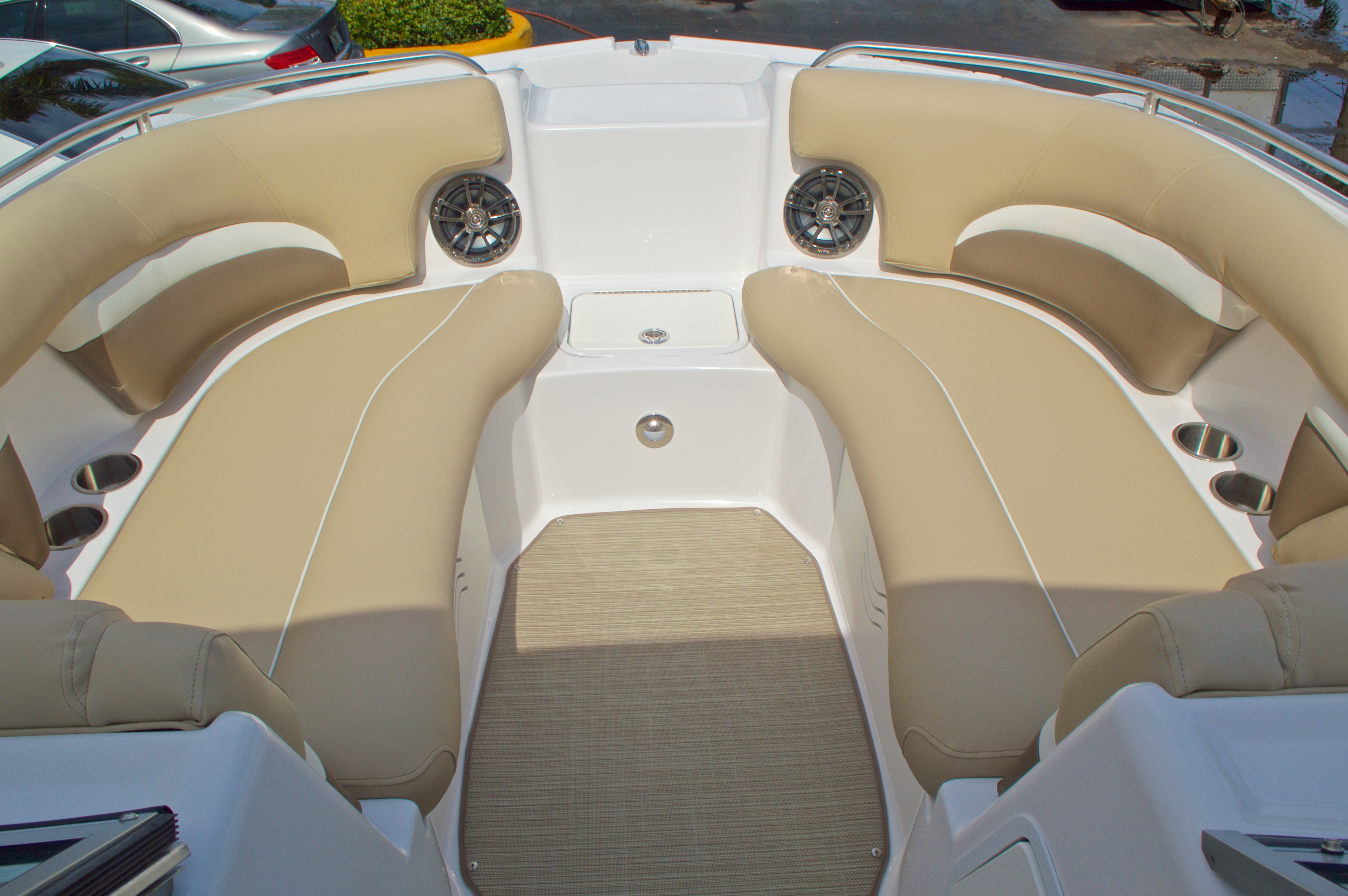 Thumbnail 40 for New 2016 Hurricane SunDeck SD 2200 OB boat for sale in West Palm Beach, FL