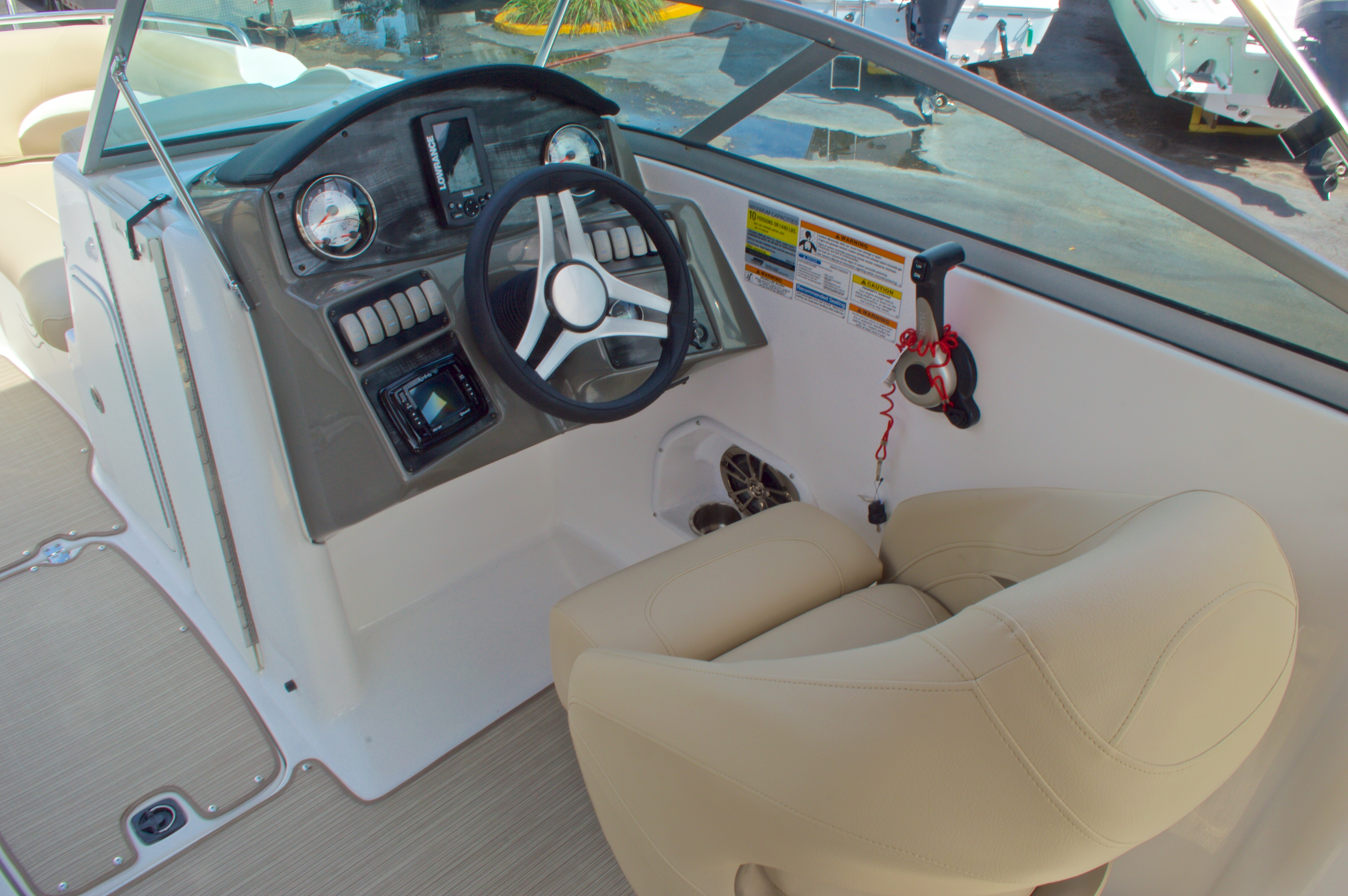 Thumbnail 27 for New 2016 Hurricane SunDeck SD 2200 OB boat for sale in West Palm Beach, FL
