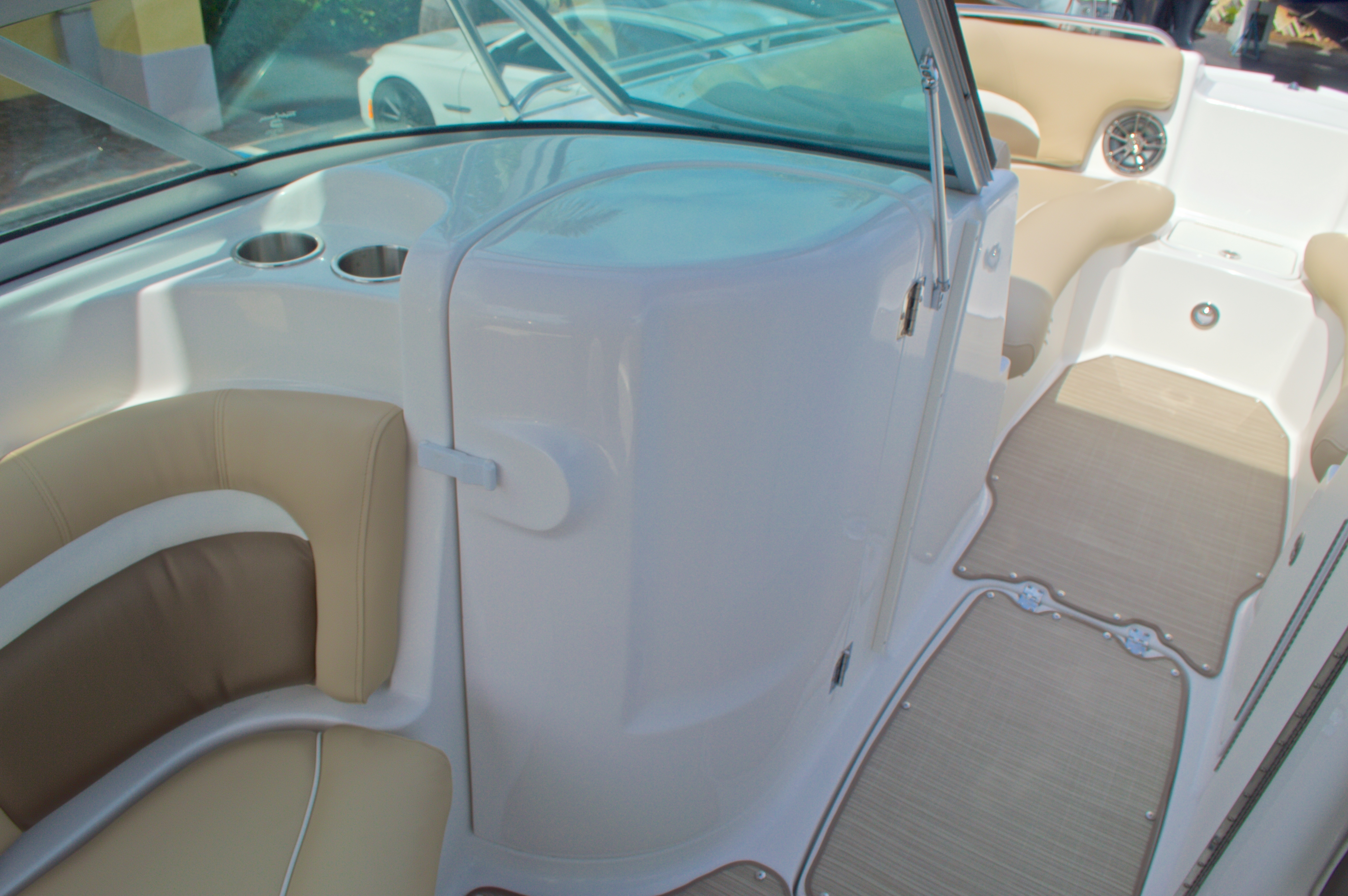 Thumbnail 23 for New 2016 Hurricane SunDeck SD 2200 OB boat for sale in West Palm Beach, FL
