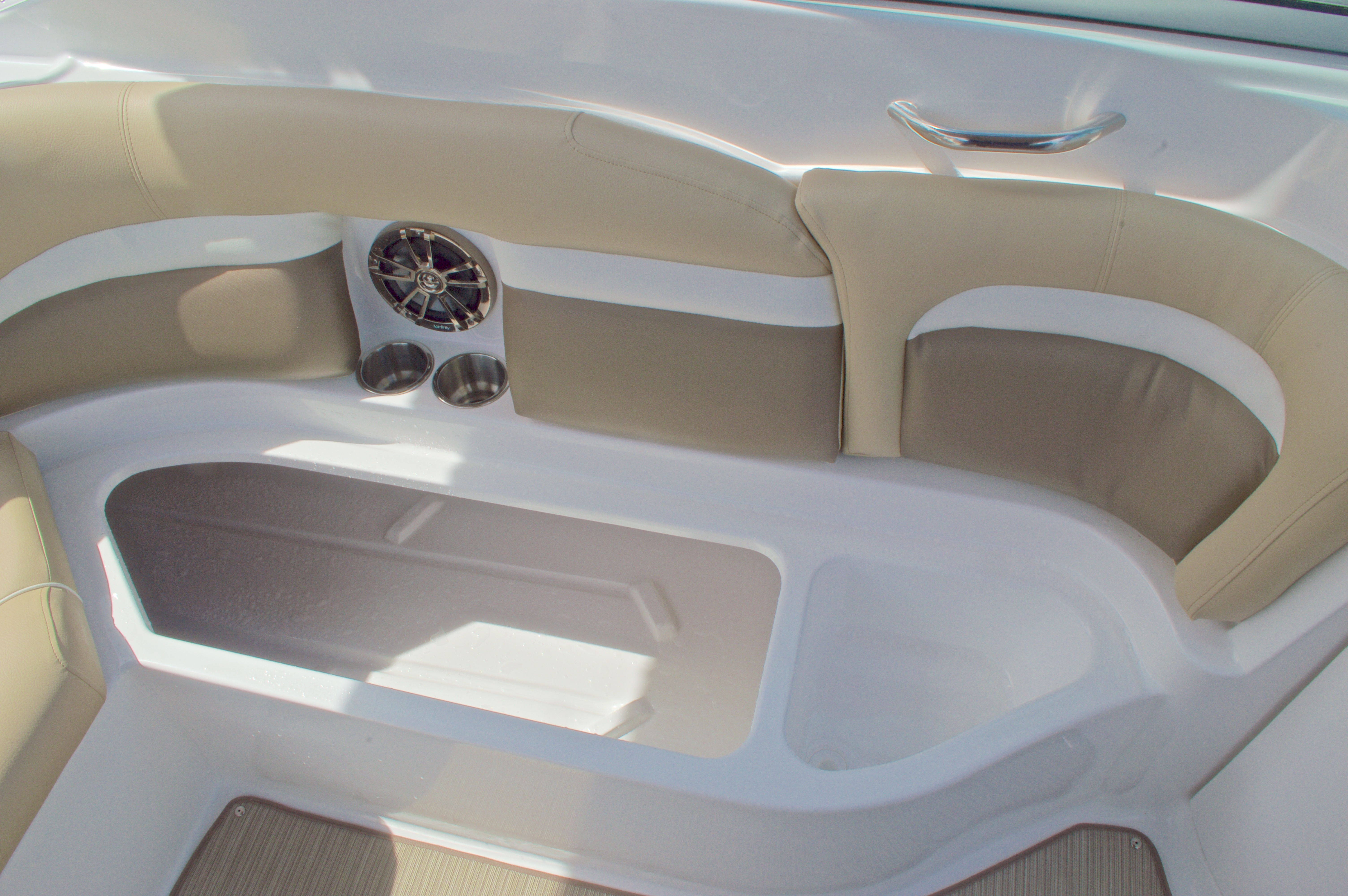 Thumbnail 22 for New 2016 Hurricane SunDeck SD 2200 OB boat for sale in West Palm Beach, FL