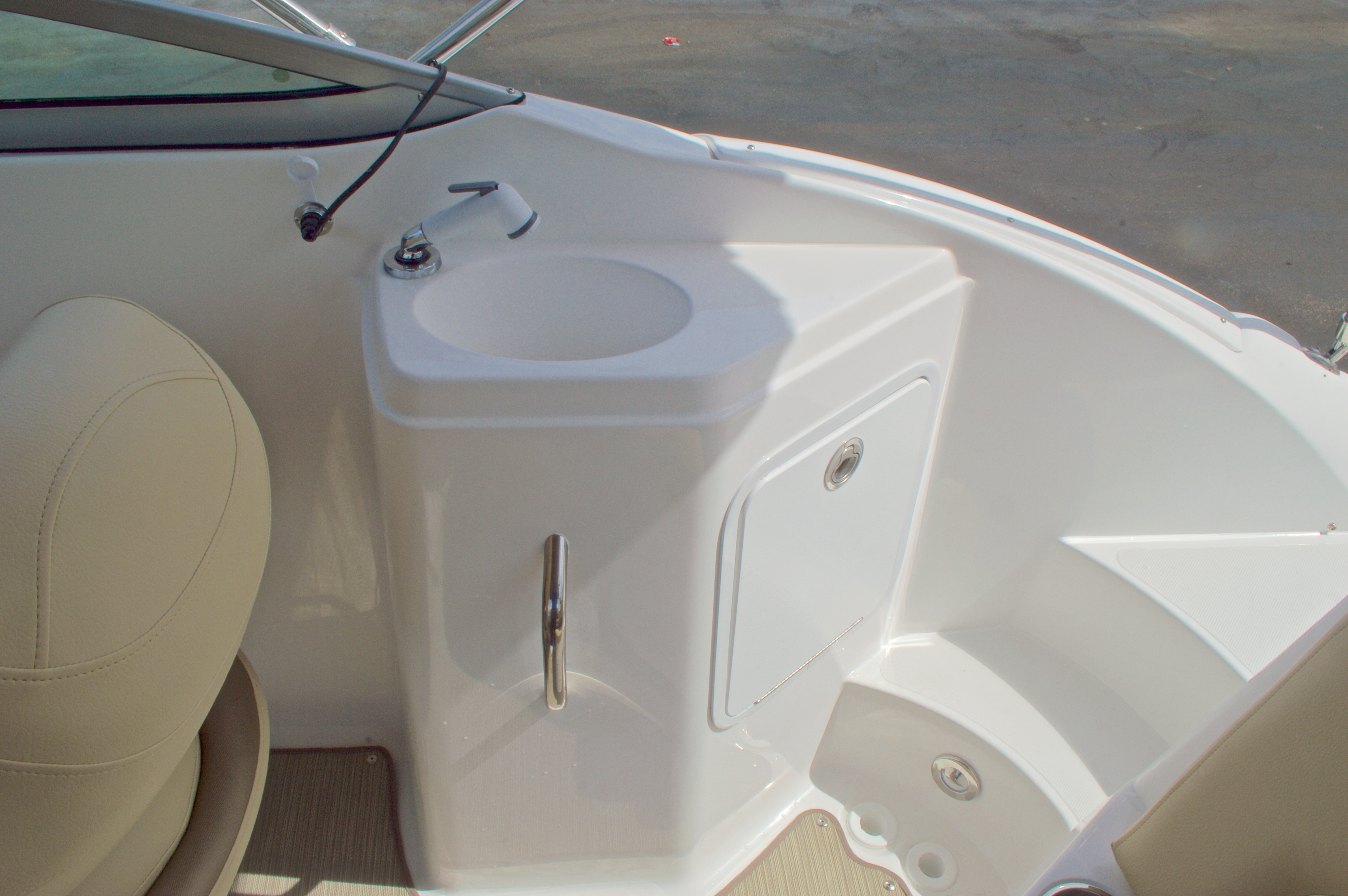 Thumbnail 11 for New 2016 Hurricane SunDeck SD 2200 OB boat for sale in West Palm Beach, FL