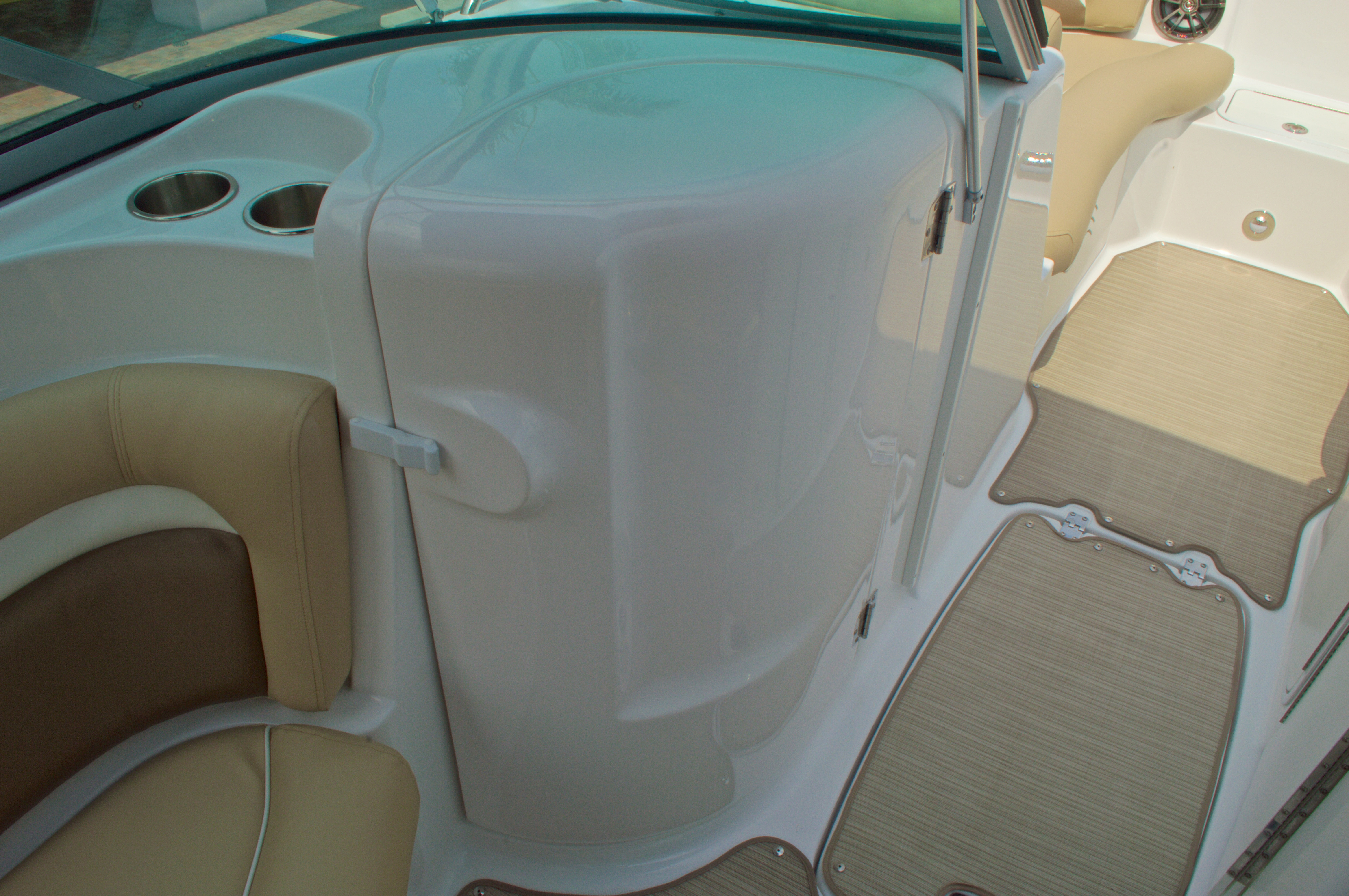 Thumbnail 33 for New 2016 Hurricane SunDeck SD 2200 OB boat for sale in West Palm Beach, FL