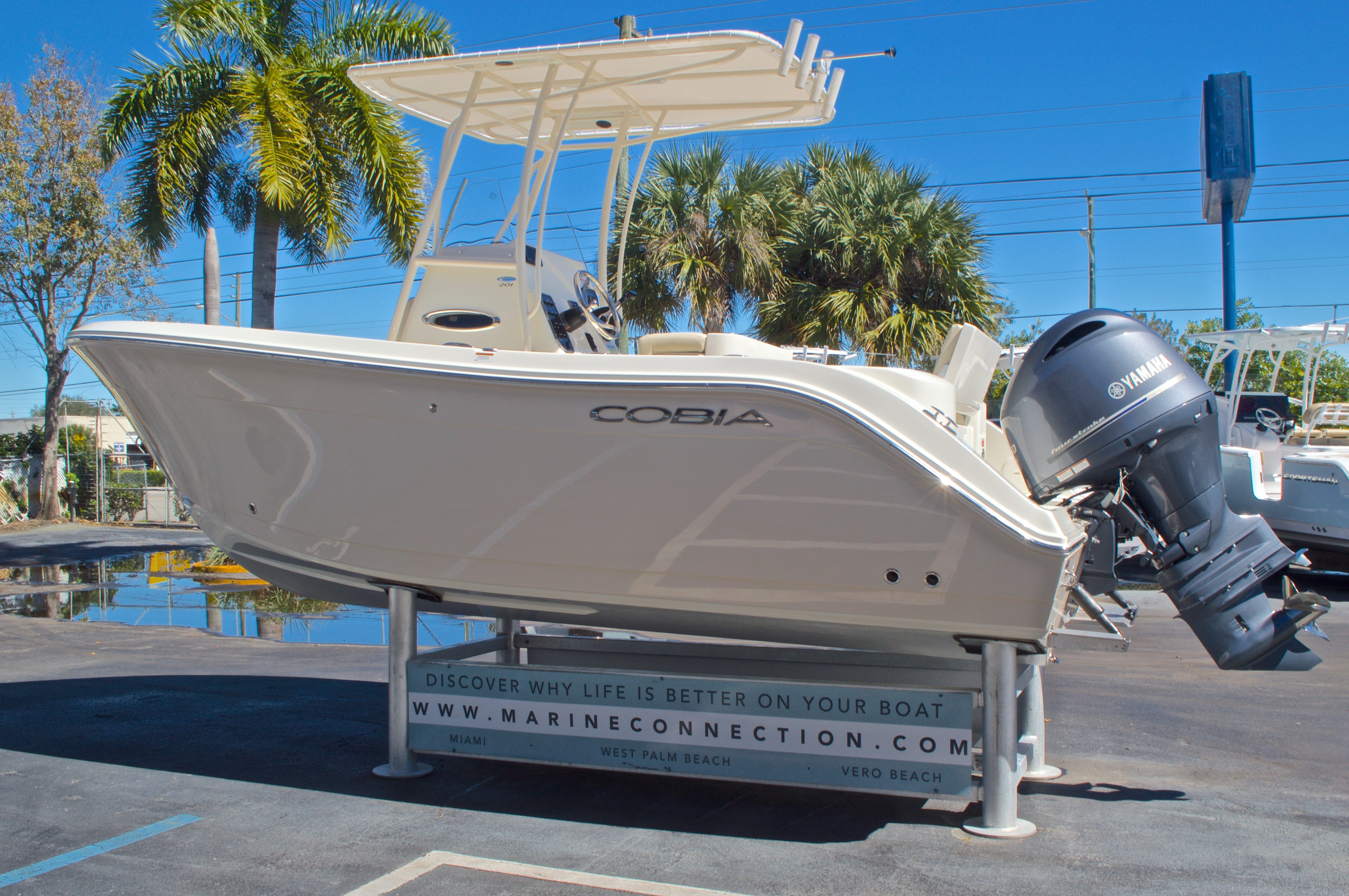 Thumbnail 6 for New 2016 Cobia 201 Center Console boat for sale in Vero Beach, FL