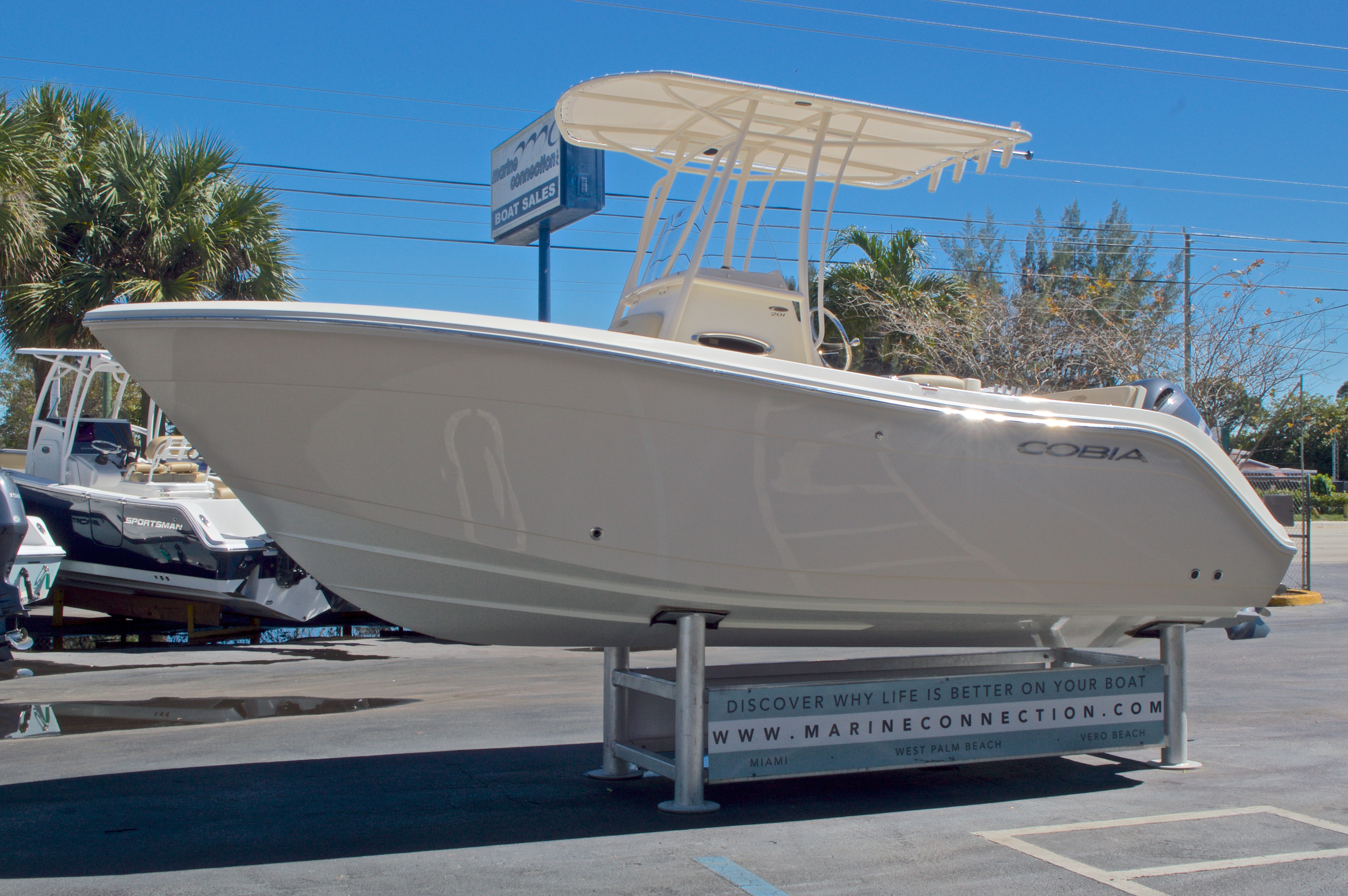 Thumbnail 4 for New 2016 Cobia 201 Center Console boat for sale in Vero Beach, FL