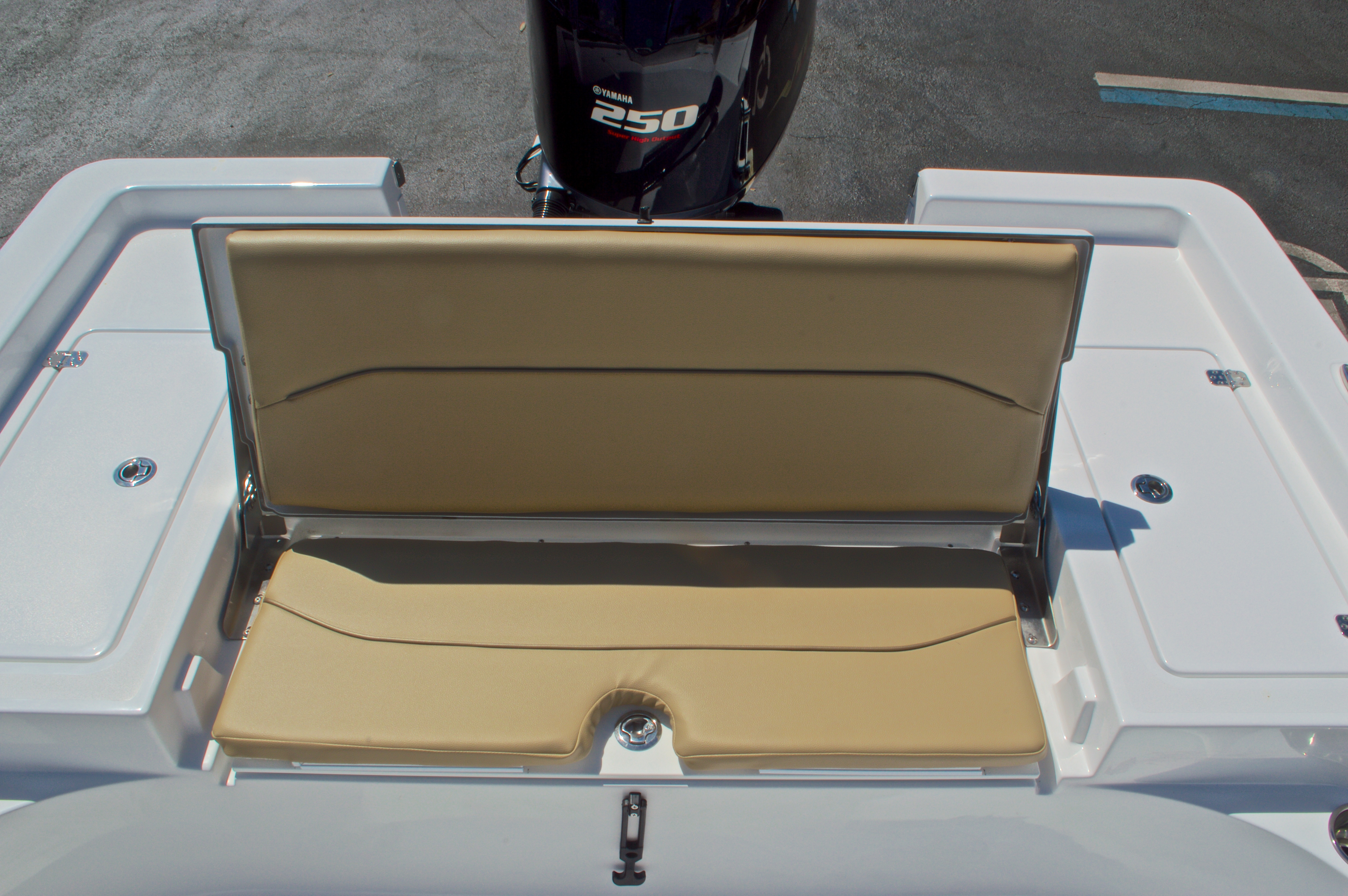 Thumbnail 17 for New 2016 Sportsman Masters 247 Bay Boat boat for sale in West Palm Beach, FL
