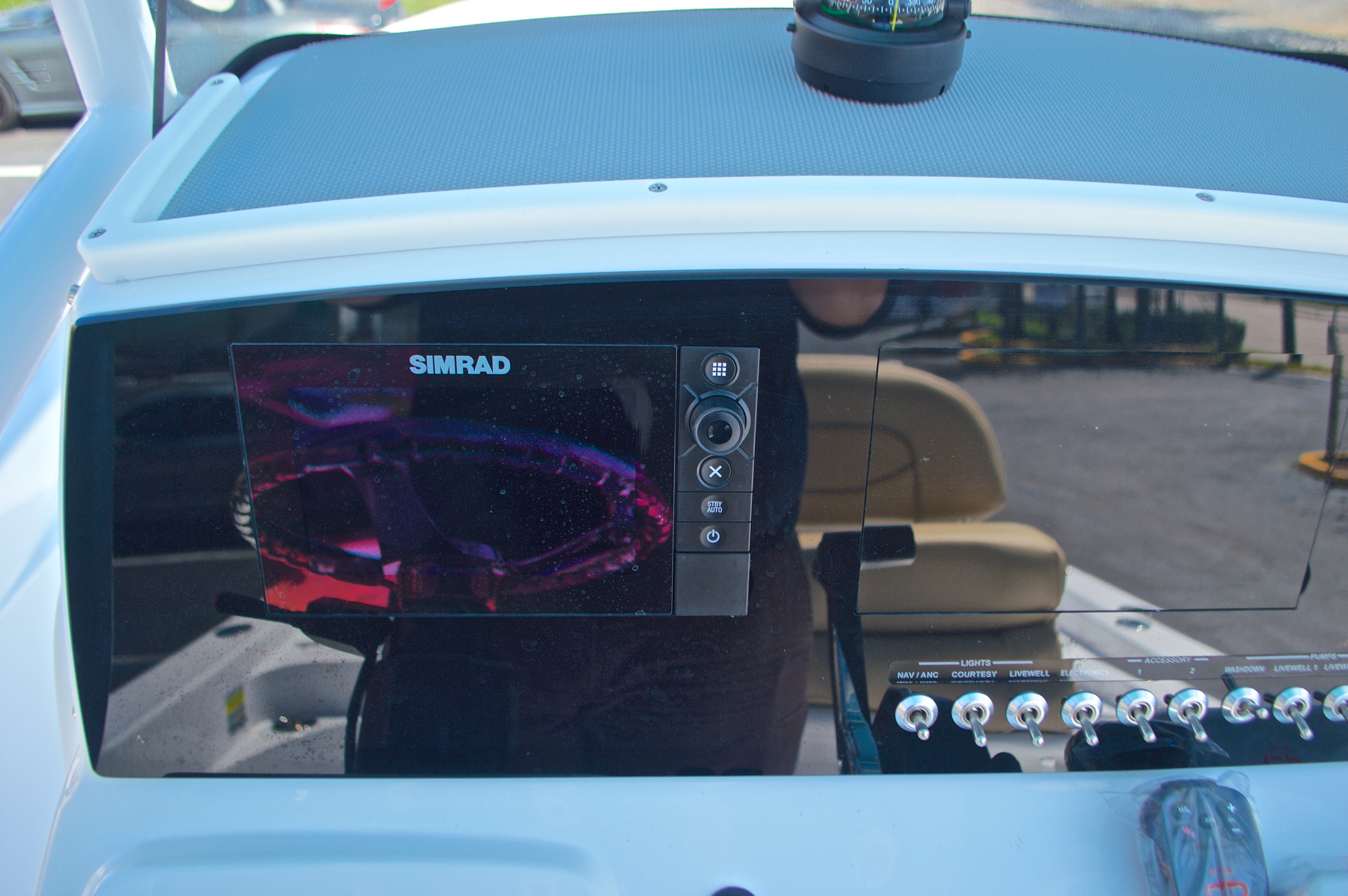 Thumbnail 28 for New 2016 Sportsman Masters 247 Bay Boat boat for sale in West Palm Beach, FL