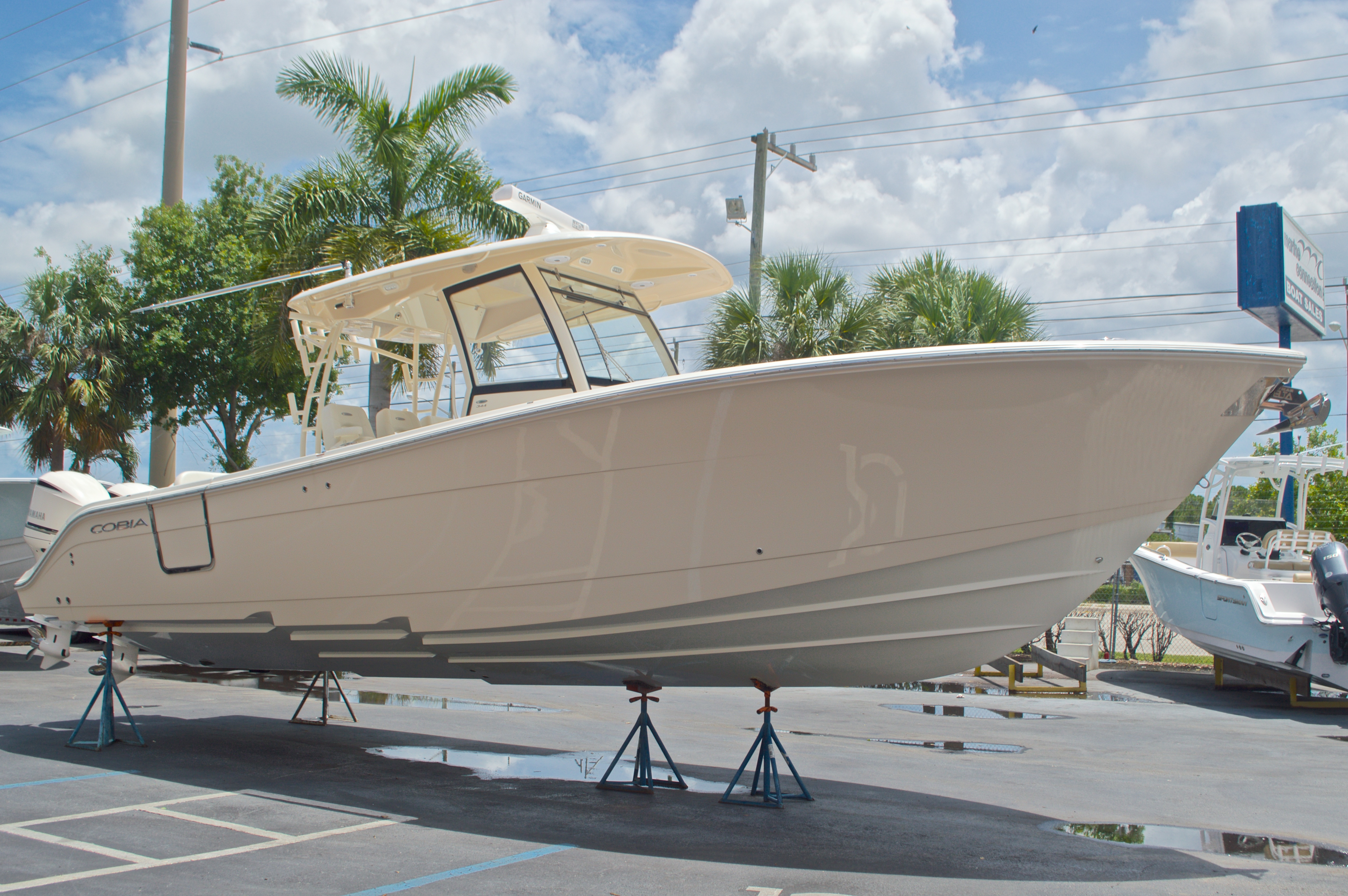 Thumbnail 9 for New 2016 Cobia 344 Center Console boat for sale in West Palm Beach, FL