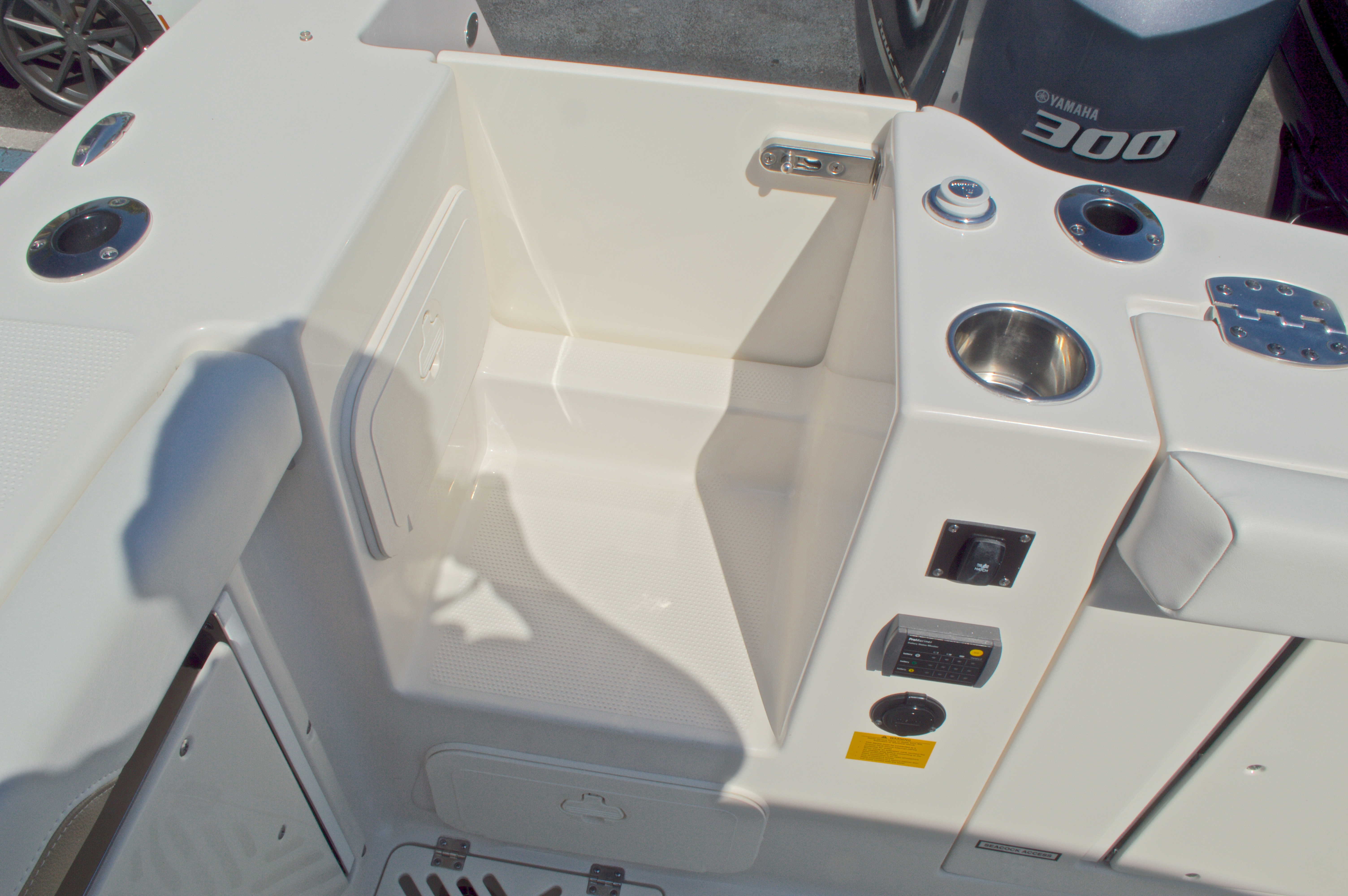 Thumbnail 15 for New 2016 Sailfish 325 Dual Console boat for sale in West Palm Beach, FL
