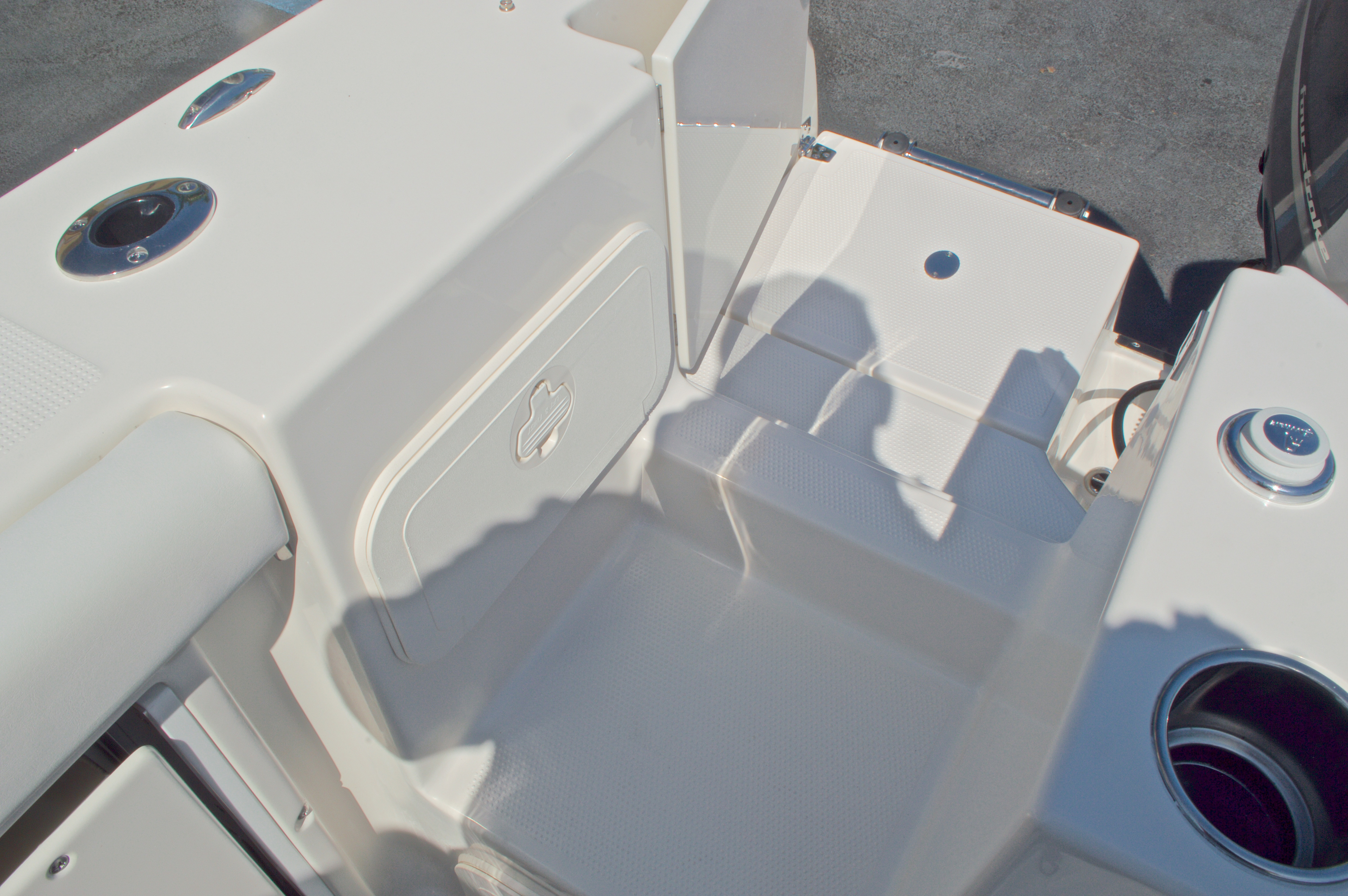 Thumbnail 16 for New 2016 Sailfish 325 Dual Console boat for sale in West Palm Beach, FL