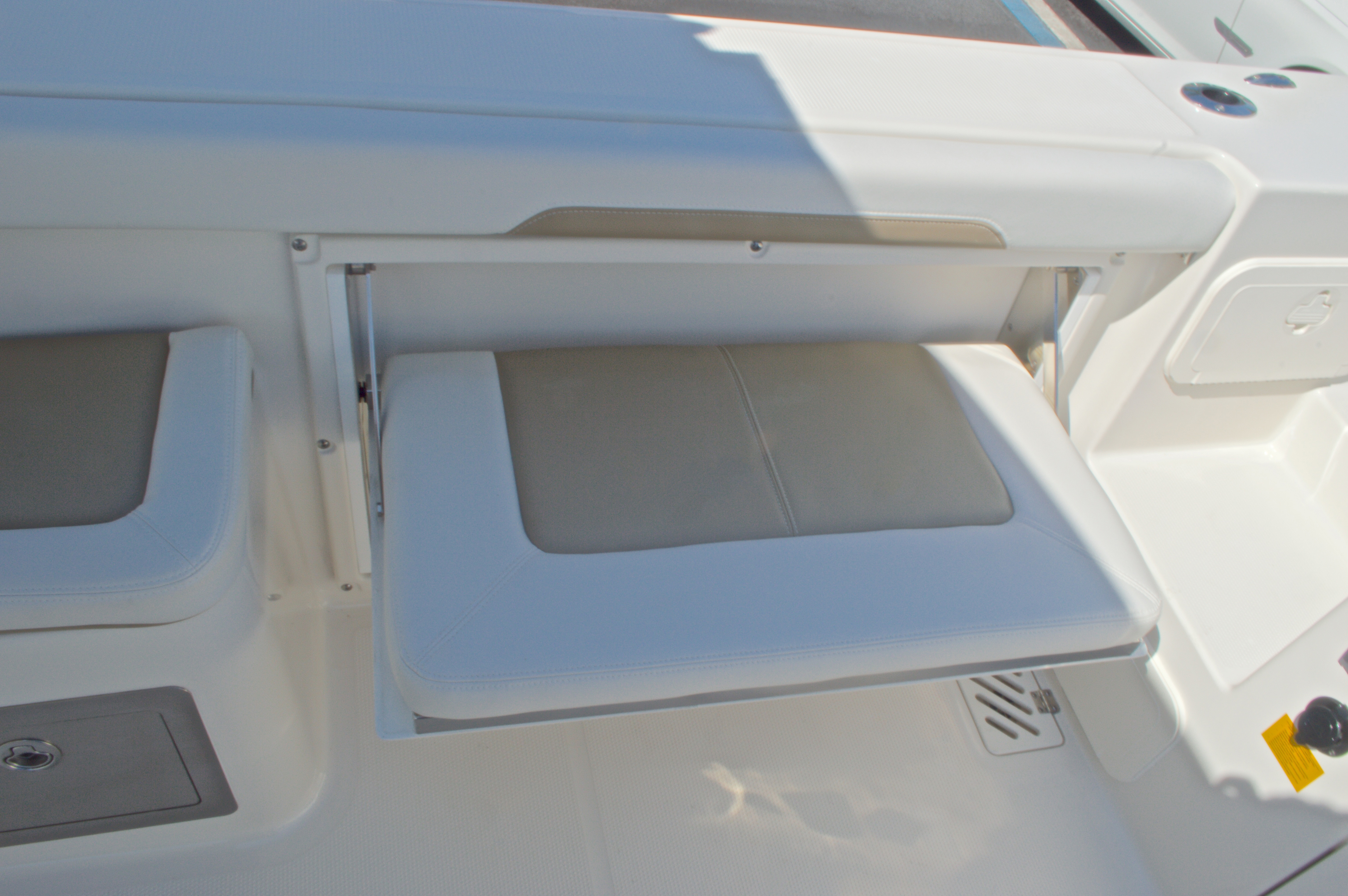 Thumbnail 34 for New 2016 Sailfish 325 Dual Console boat for sale in West Palm Beach, FL
