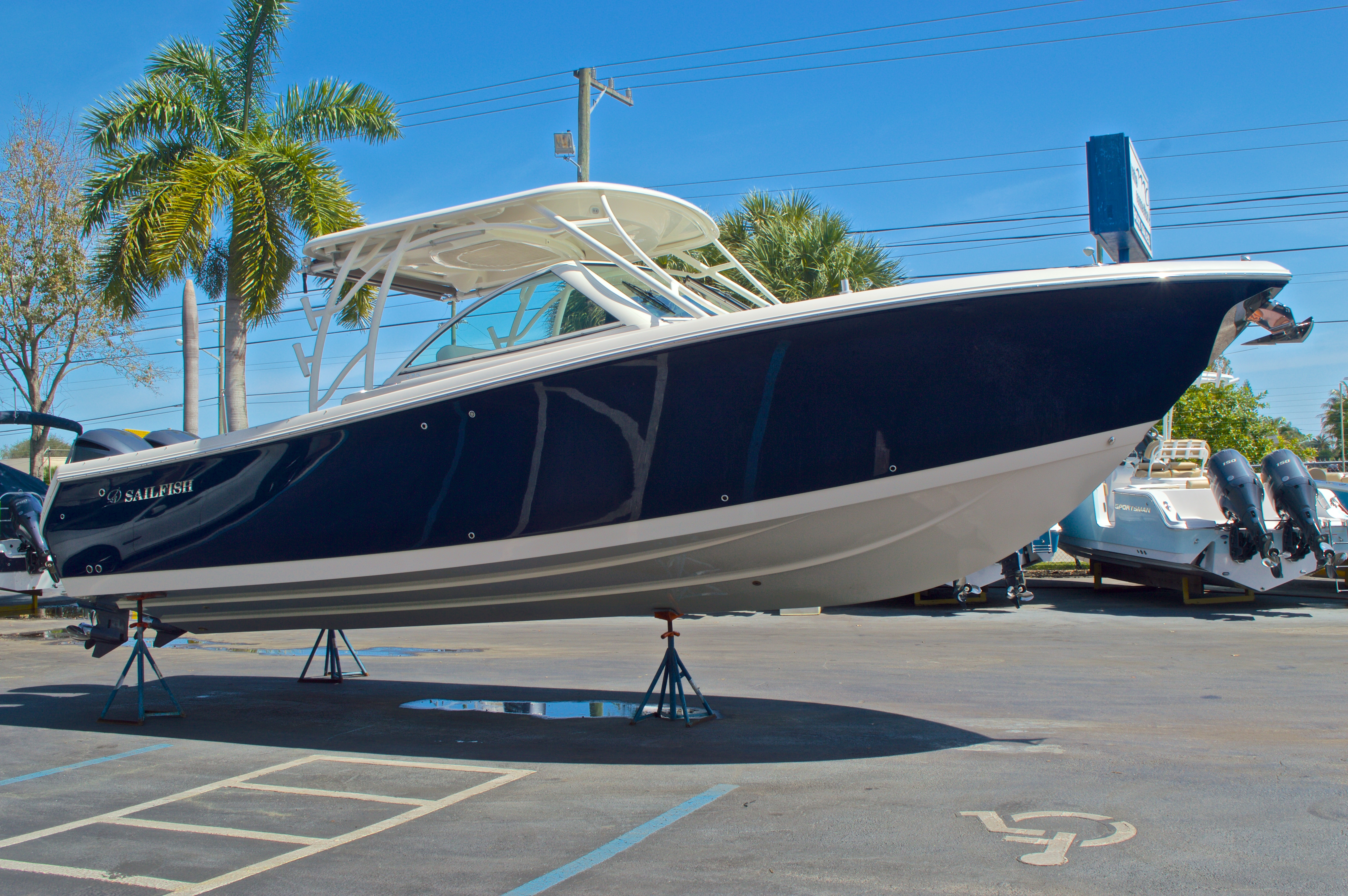 Thumbnail 5 for New 2016 Sailfish 325 Dual Console boat for sale in West Palm Beach, FL