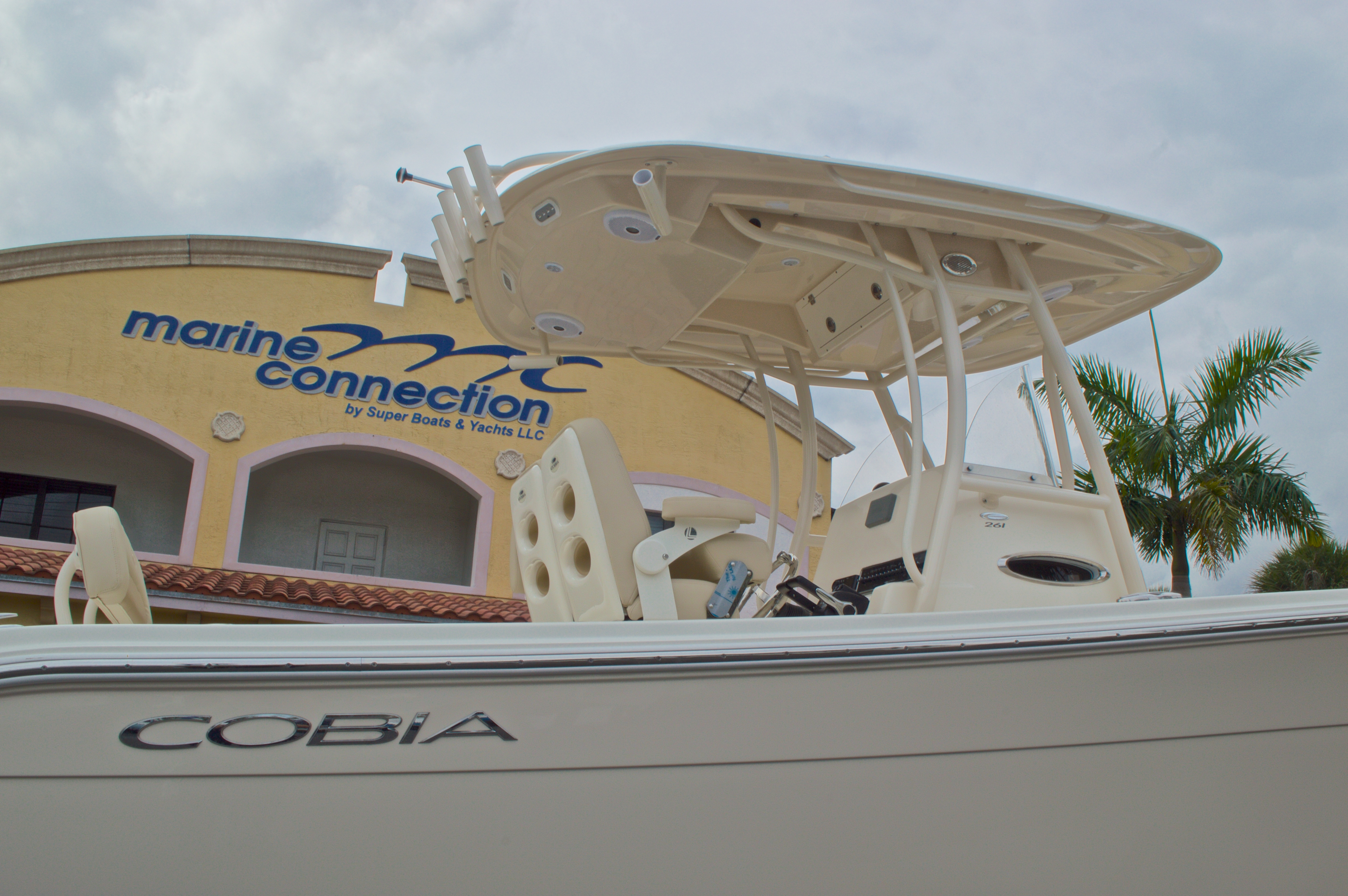 Thumbnail 9 for New 2016 Cobia 261 Center Console boat for sale in Vero Beach, FL