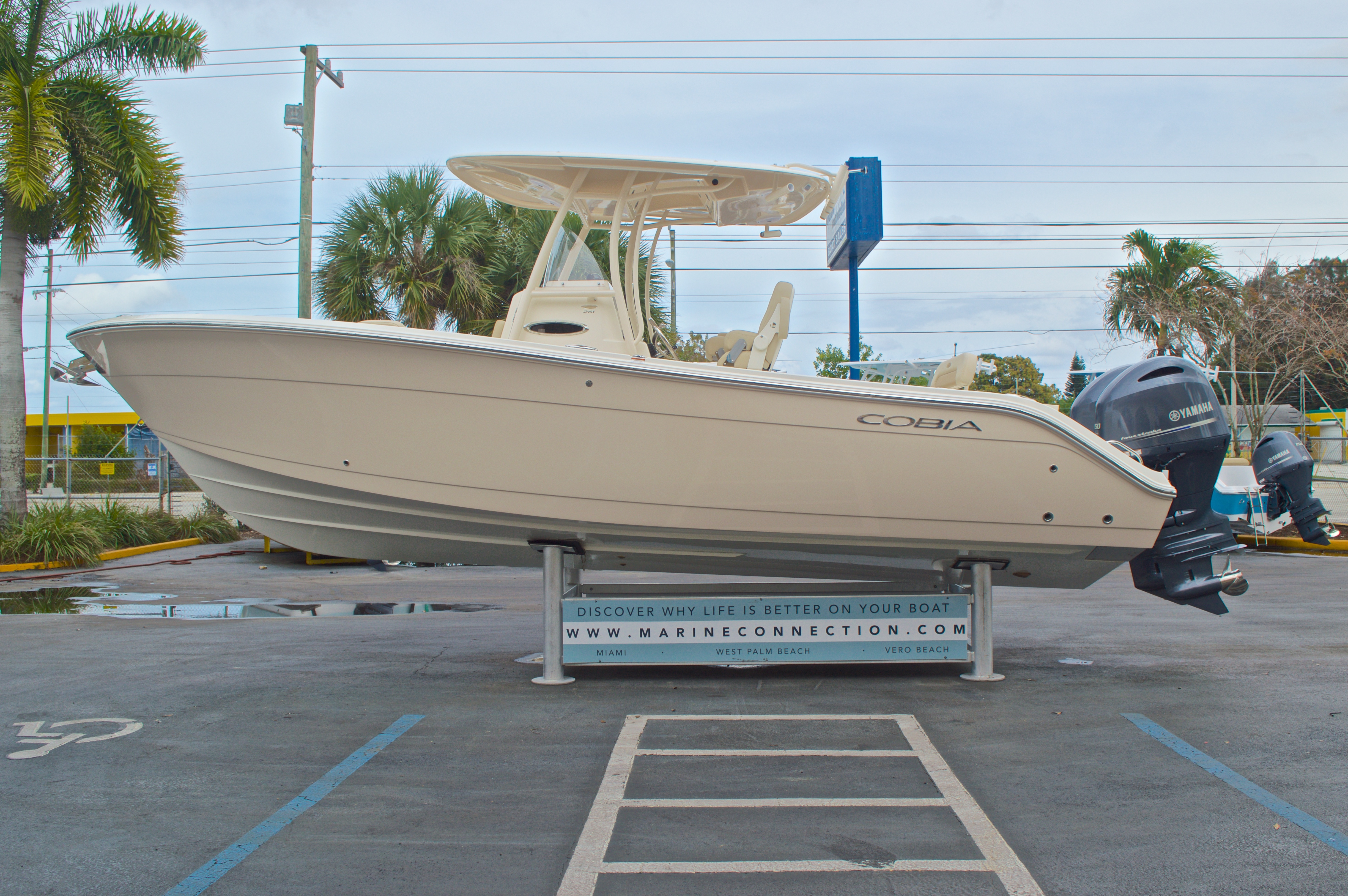 Thumbnail 5 for New 2016 Cobia 261 Center Console boat for sale in Vero Beach, FL