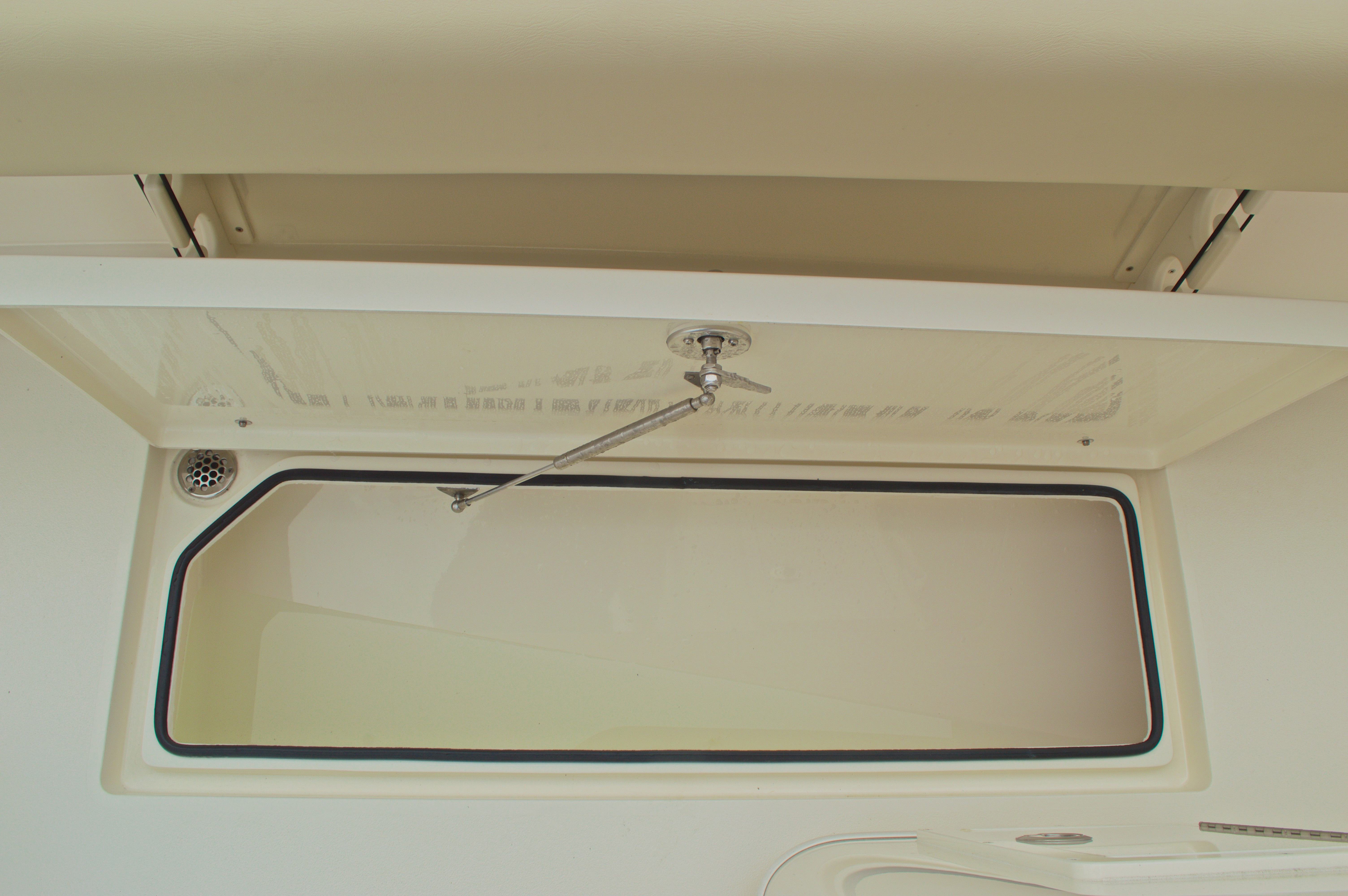 Thumbnail 25 for New 2016 Cobia 261 Center Console boat for sale in Vero Beach, FL