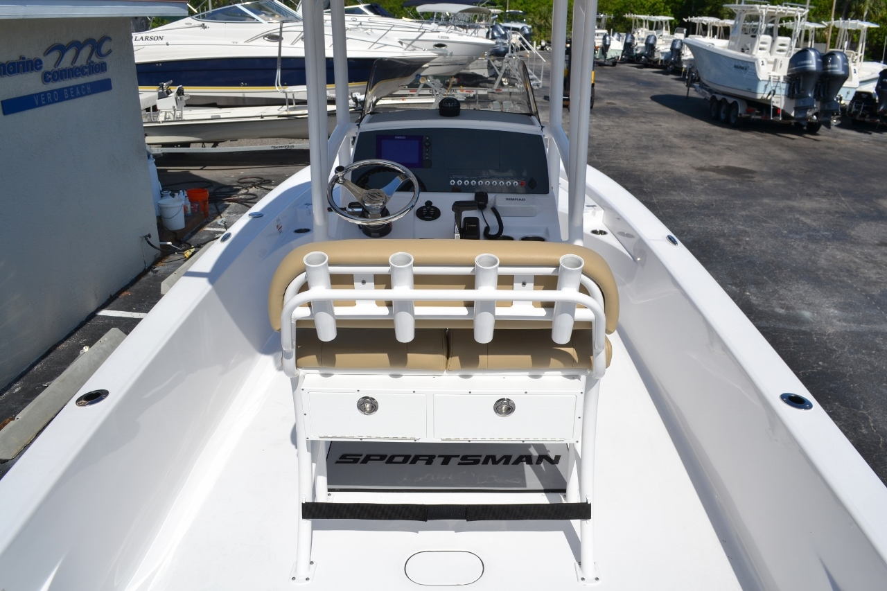 Thumbnail 10 for New 2016 Sportsman Masters 247 Bay Boat boat for sale in Miami, FL