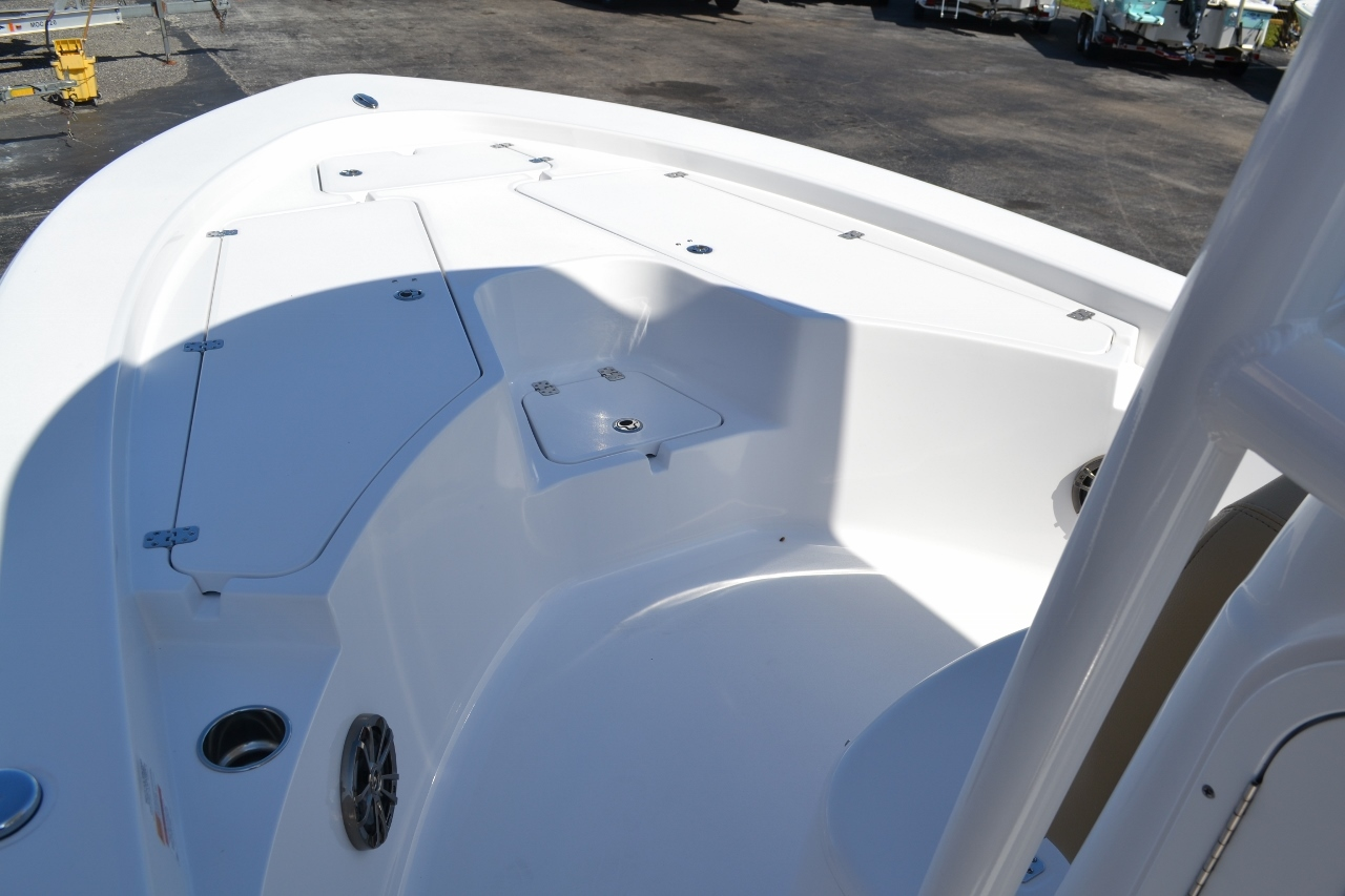 Thumbnail 13 for New 2016 Sportsman Masters 247 Bay Boat boat for sale in Miami, FL