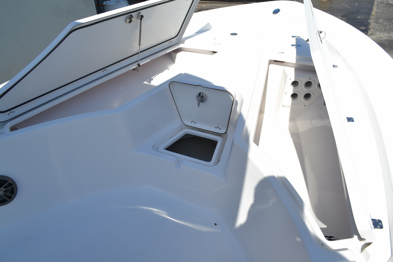 Thumbnail 17 for New 2016 Sportsman Masters 247 Bay Boat boat for sale in Miami, FL