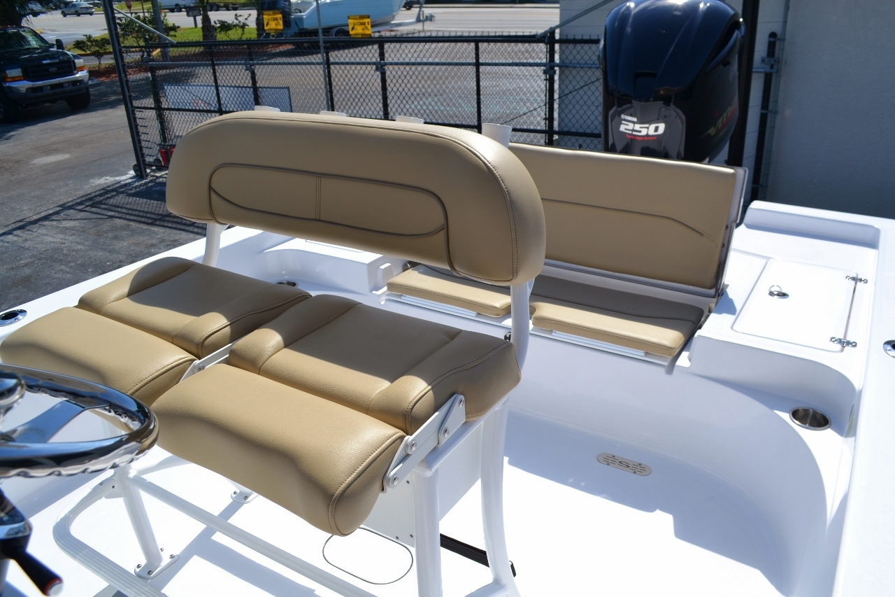 Thumbnail 19 for New 2016 Sportsman Masters 247 Bay Boat boat for sale in Miami, FL