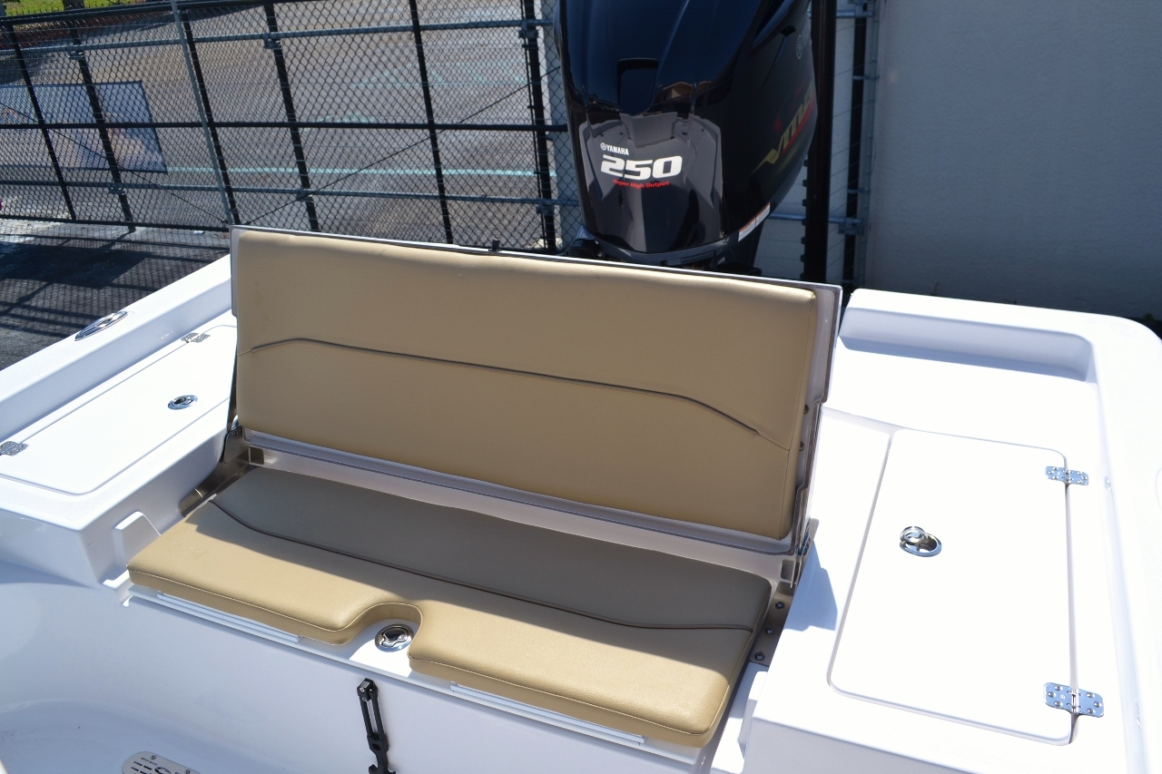 Thumbnail 20 for New 2016 Sportsman Masters 247 Bay Boat boat for sale in Miami, FL