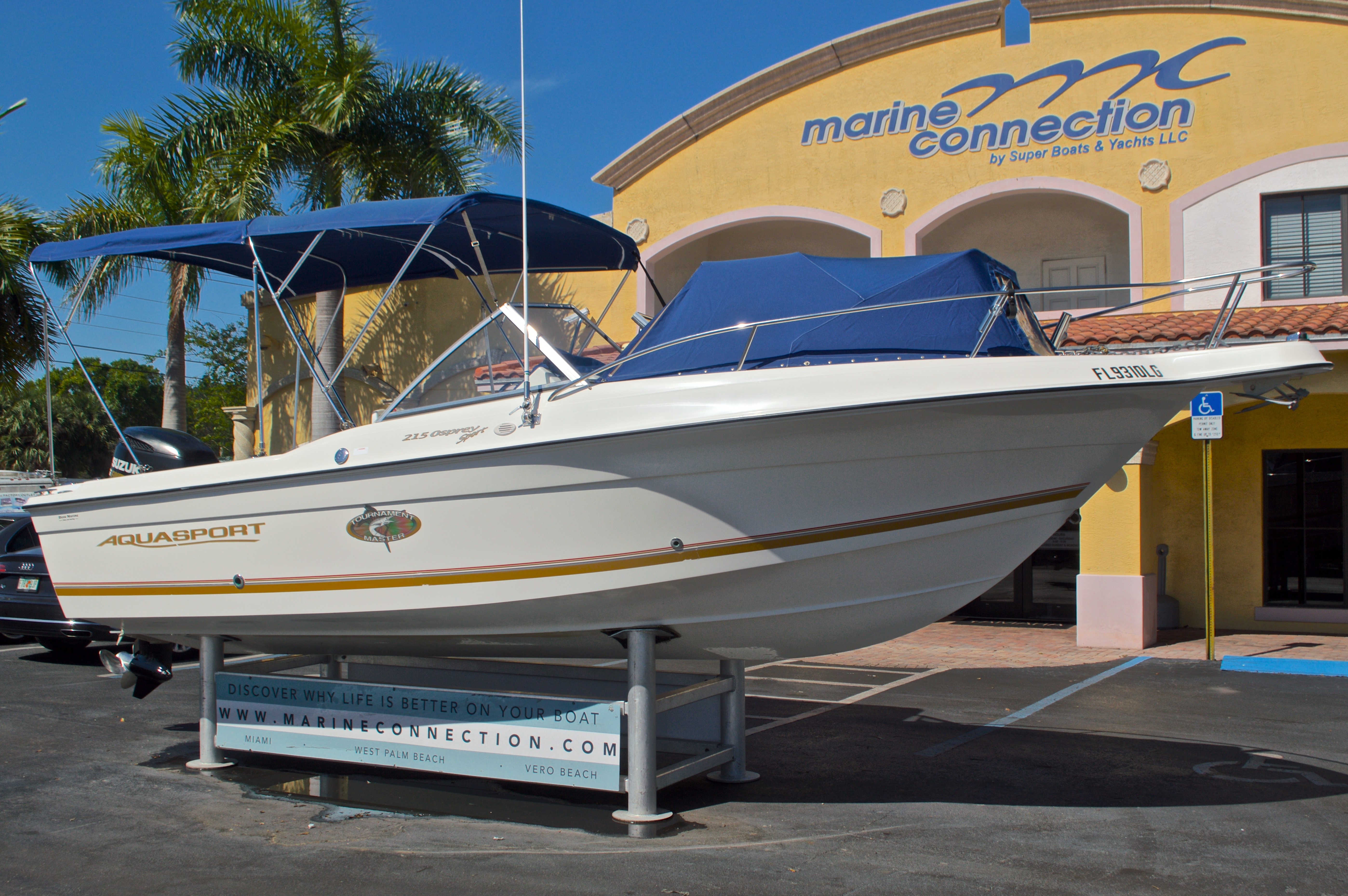 Thumbnail 1 for Used 2000 Aquasport 215 Osprey Sport DC boat for sale in West Palm Beach, FL