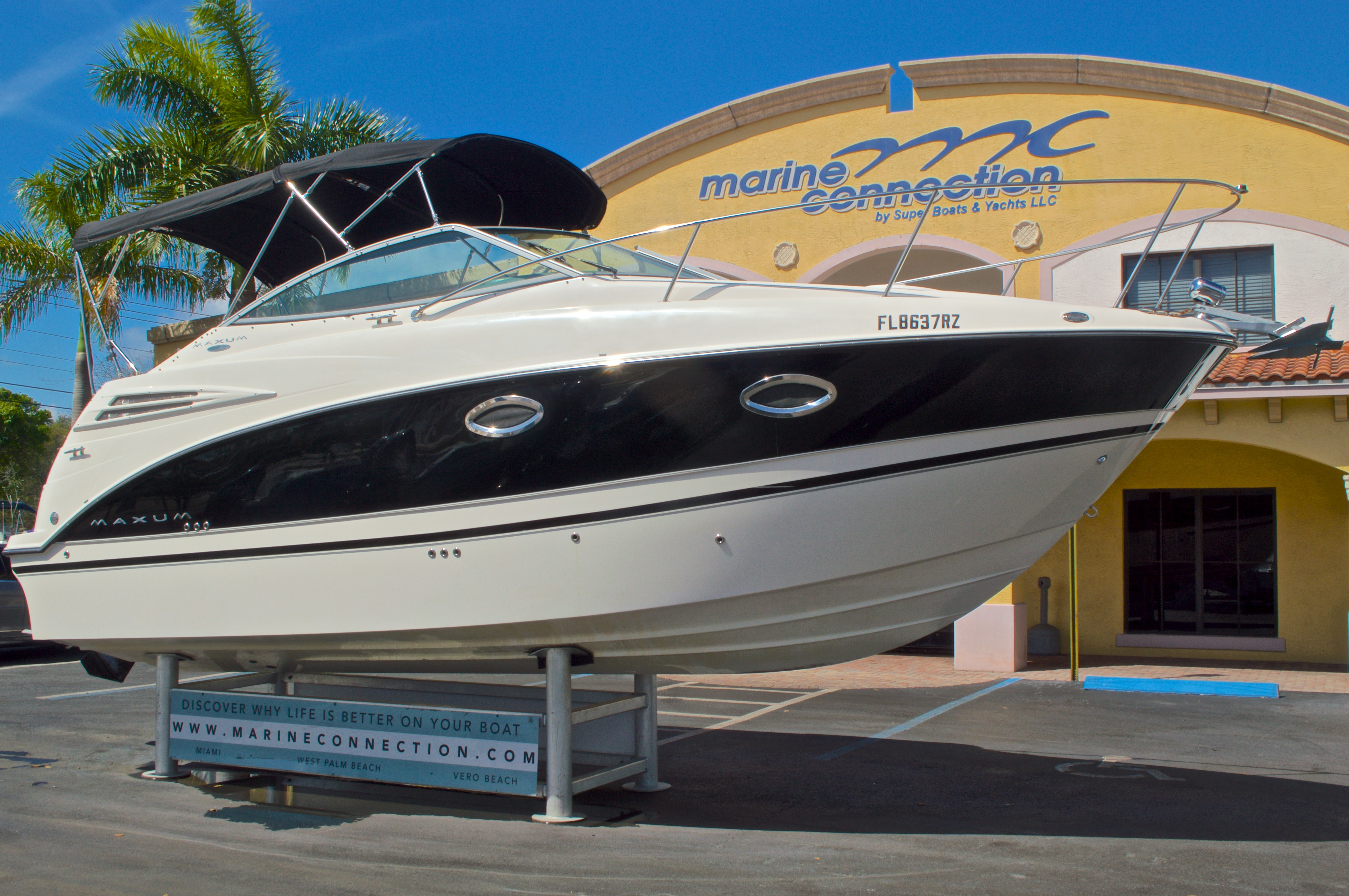 Thumbnail 1 for Used 2007 Maxum 2400 SE boat for sale in West Palm Beach, FL