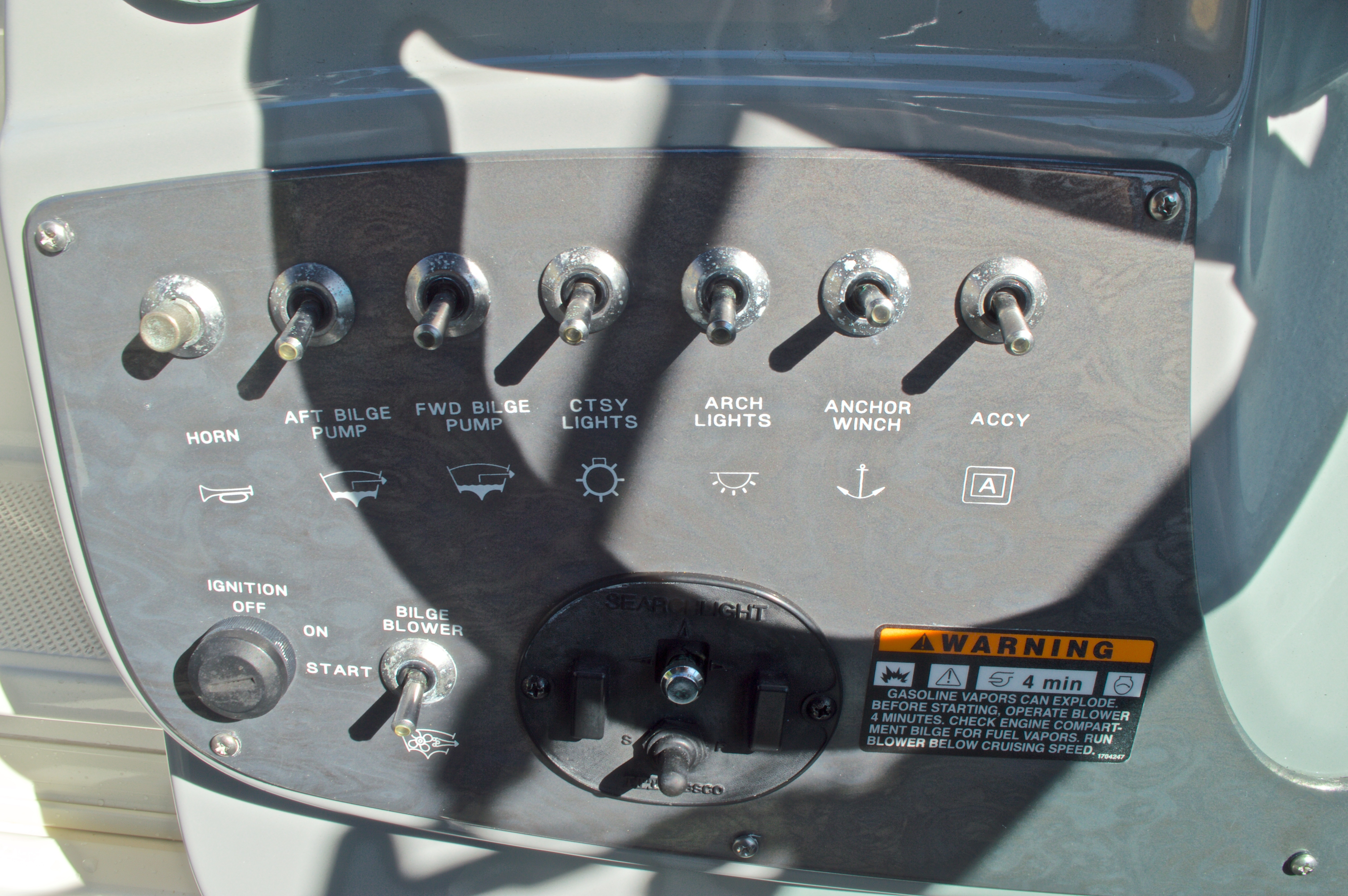 Thumbnail 32 for Used 2007 Maxum 2400 SE boat for sale in West Palm Beach, FL