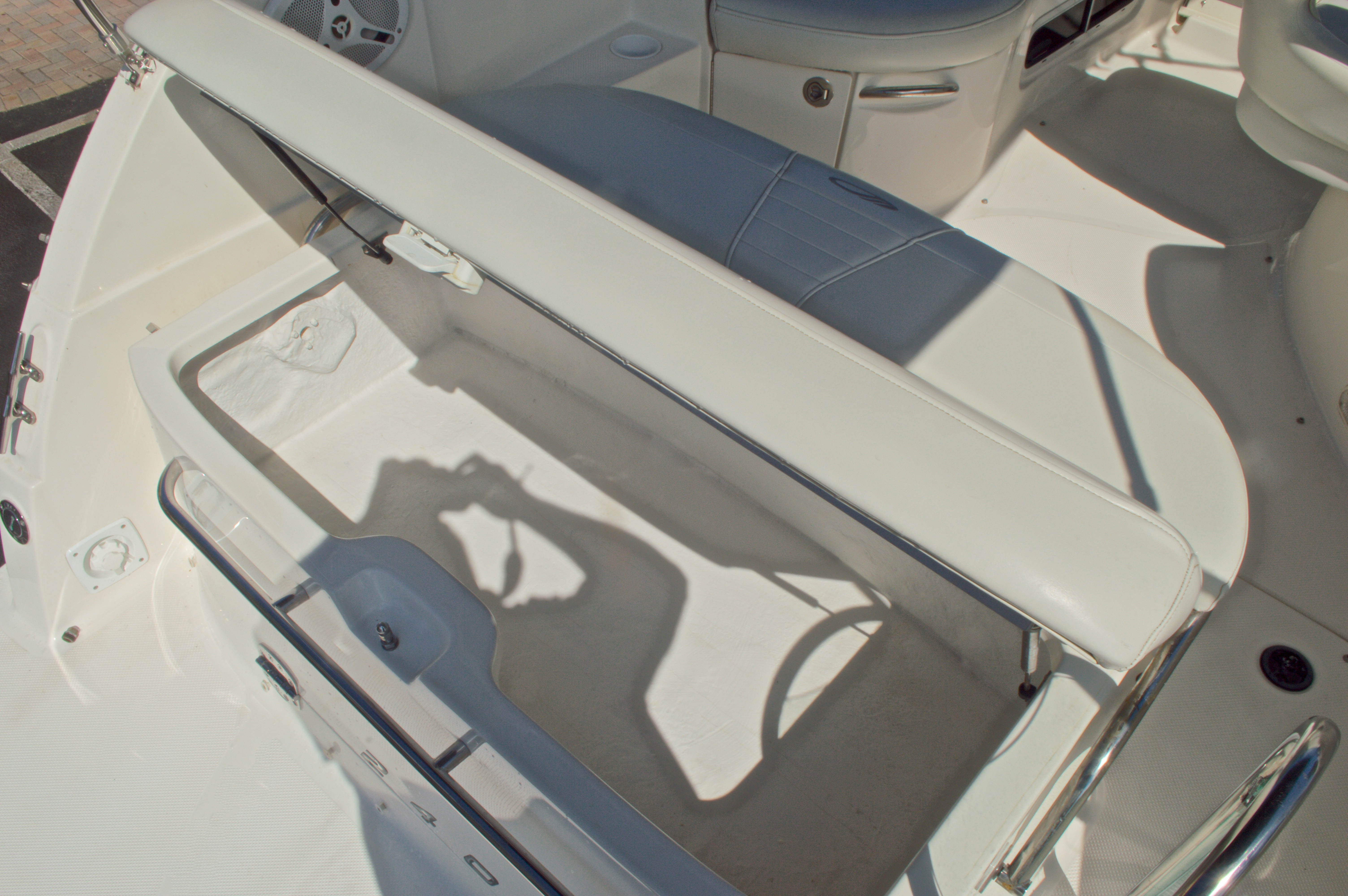 Thumbnail 18 for Used 2007 Maxum 2400 SE boat for sale in West Palm Beach, FL