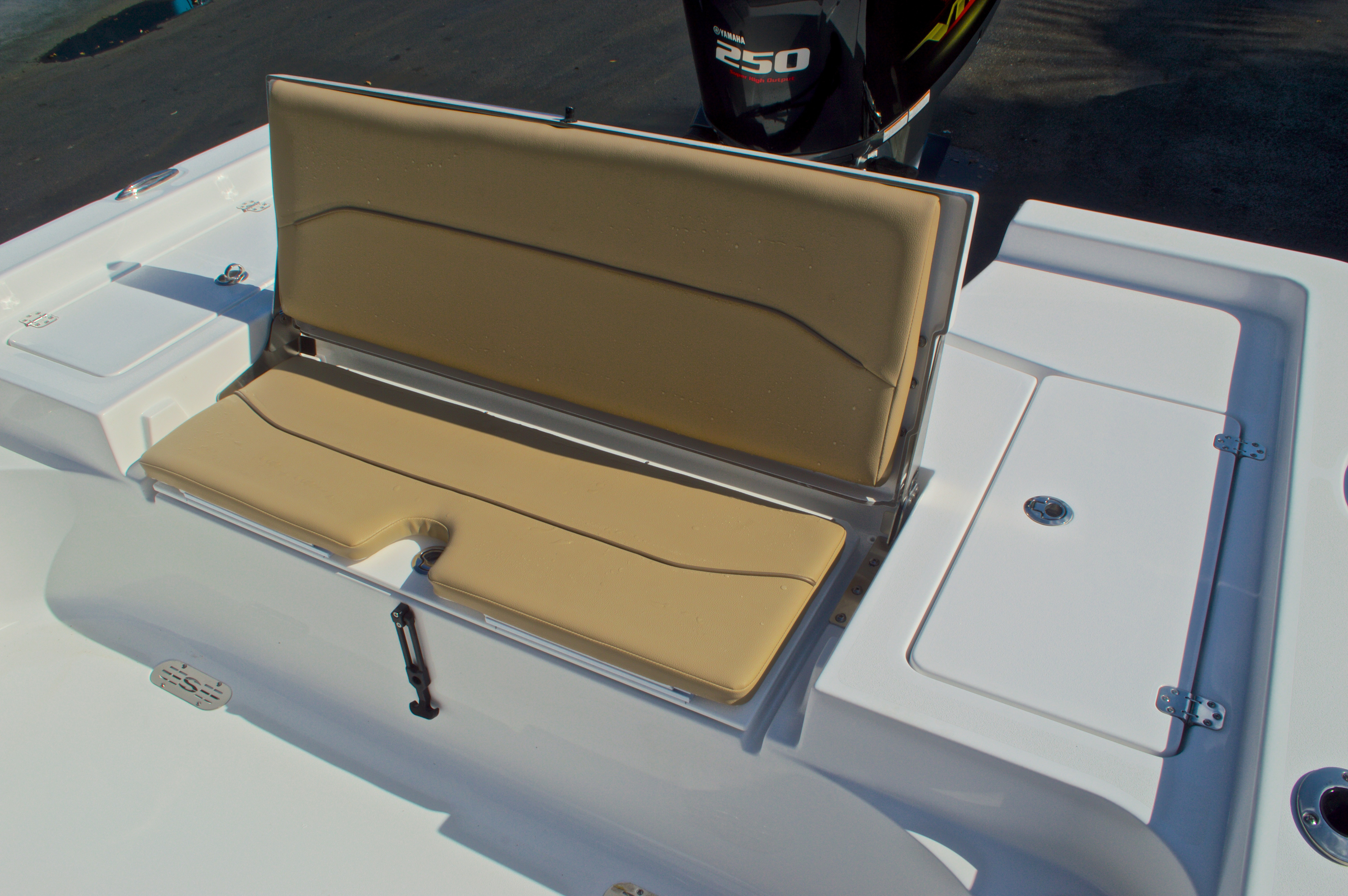 Thumbnail 15 for New 2016 Sportsman Masters 247 Bay Boat boat for sale in West Palm Beach, FL