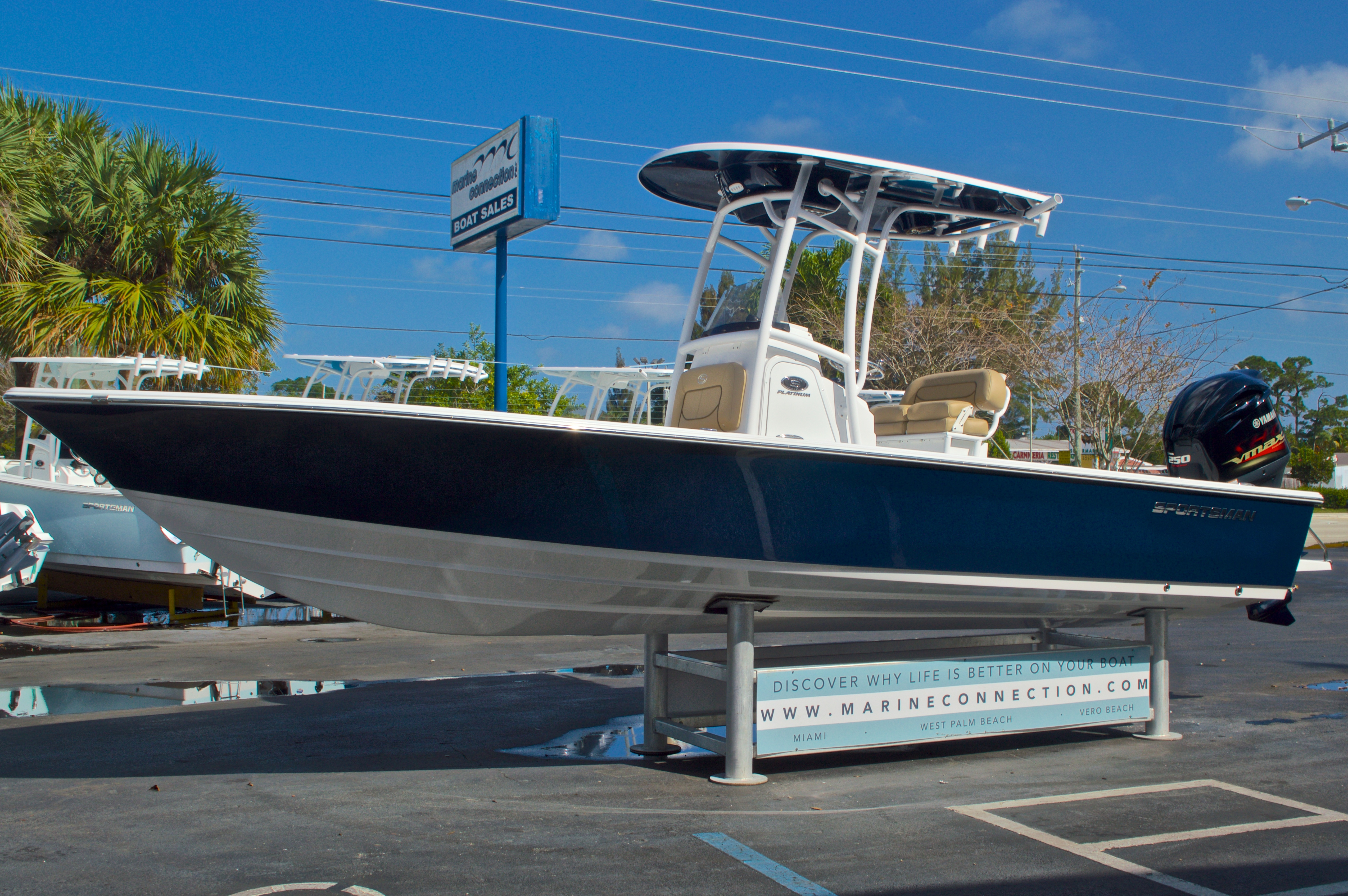 Thumbnail 3 for New 2016 Sportsman Masters 247 Bay Boat boat for sale in West Palm Beach, FL
