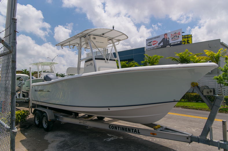 Thumbnail 4 for Used 2010 Sea Hunt Gamefish 24 Center Console boat for sale in Miami, FL