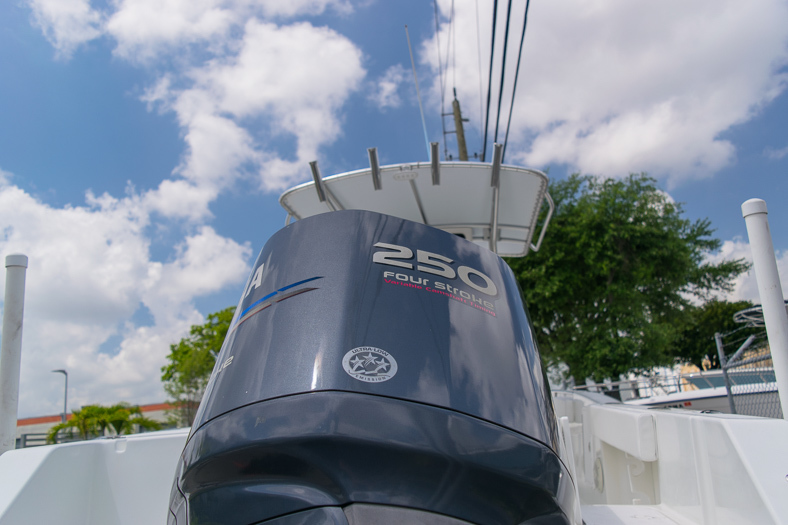 Thumbnail 11 for Used 2010 Sea Hunt Gamefish 24 Center Console boat for sale in Miami, FL