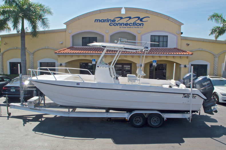 Used 2005 Twin Vee 26 CC Center Console boat for sale in West Palm Beach, FL
