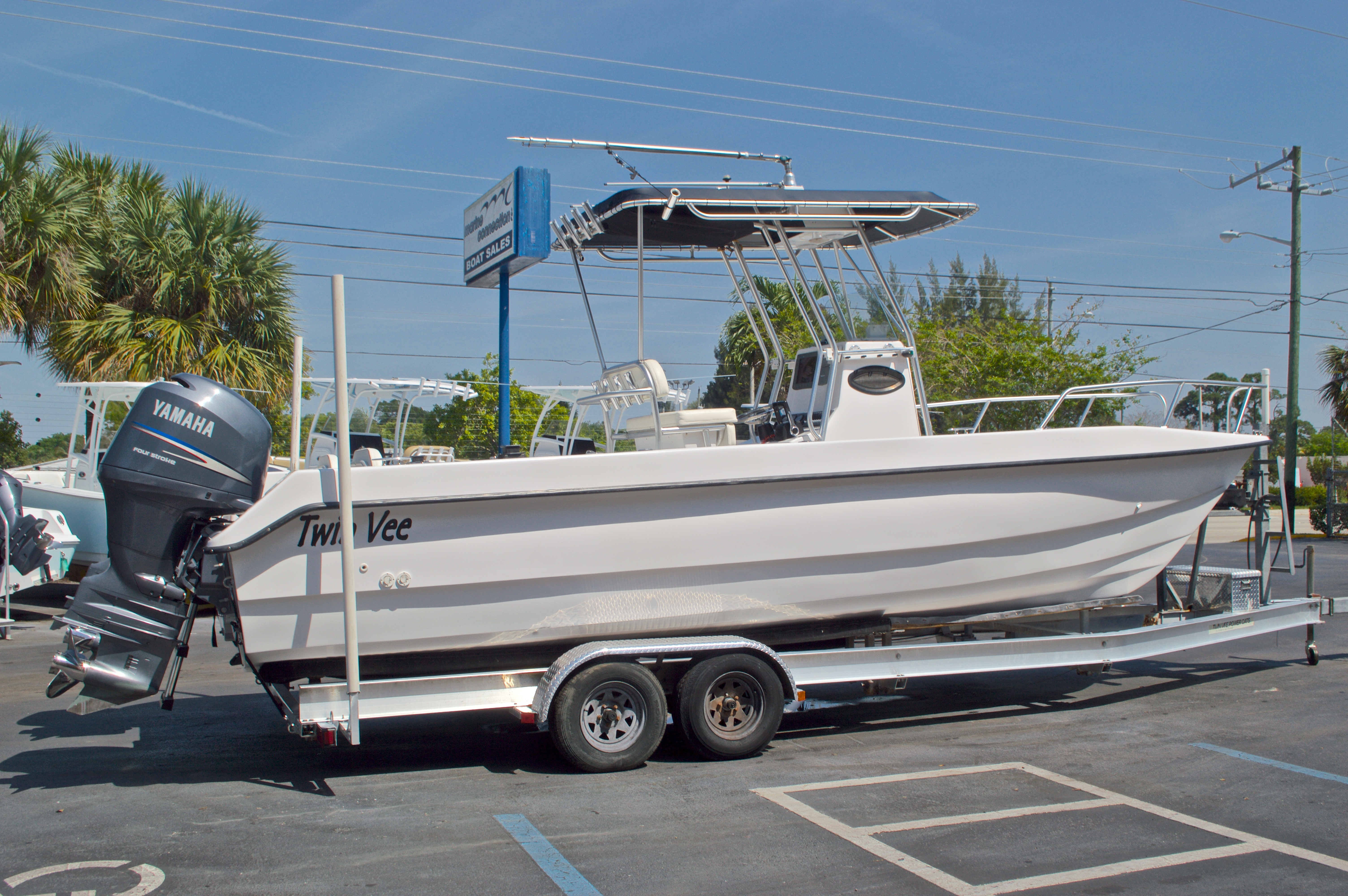 Thumbnail 3 for Used 2005 Twin Vee 26 CC Center Console boat for sale in West Palm Beach, FL
