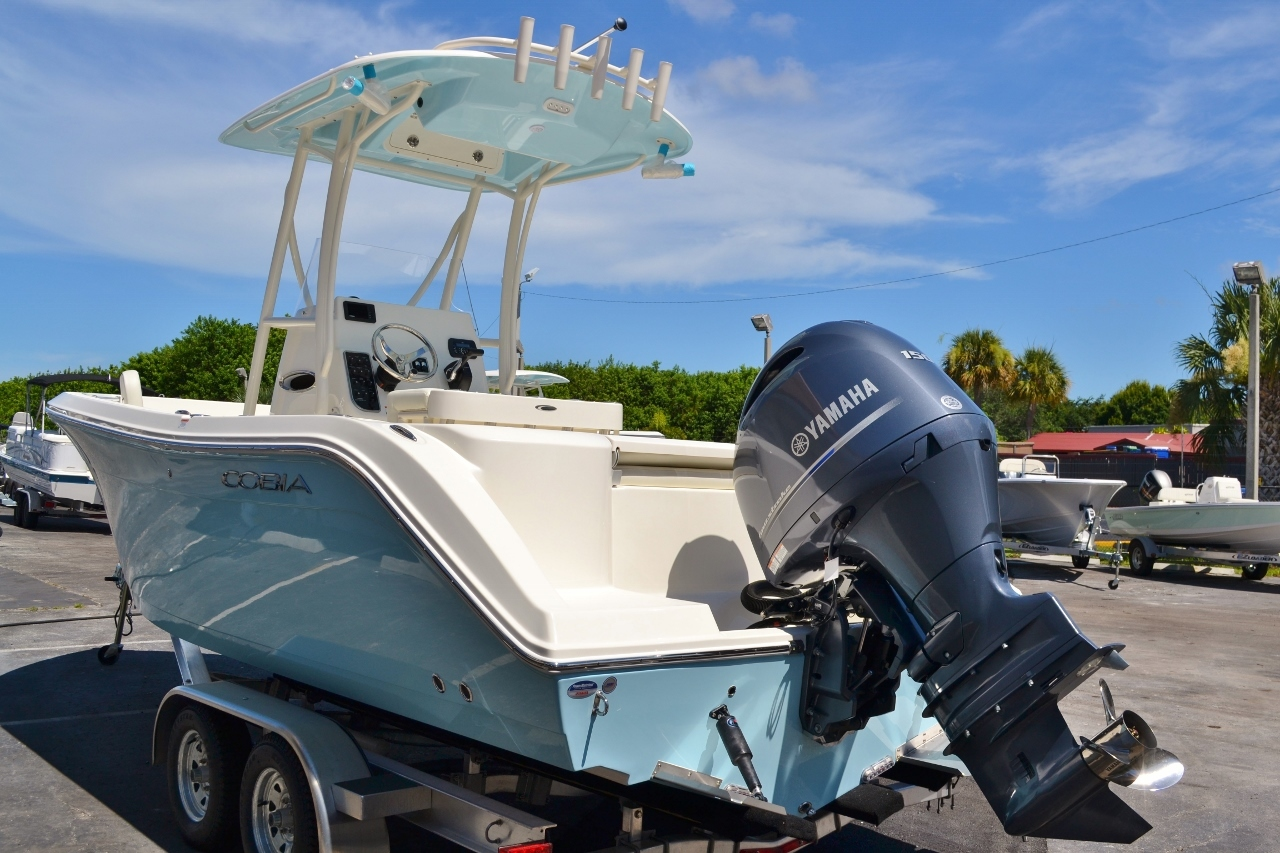 Thumbnail 4 for New 2017 Cobia 220 Center Console boat for sale in Vero Beach, FL