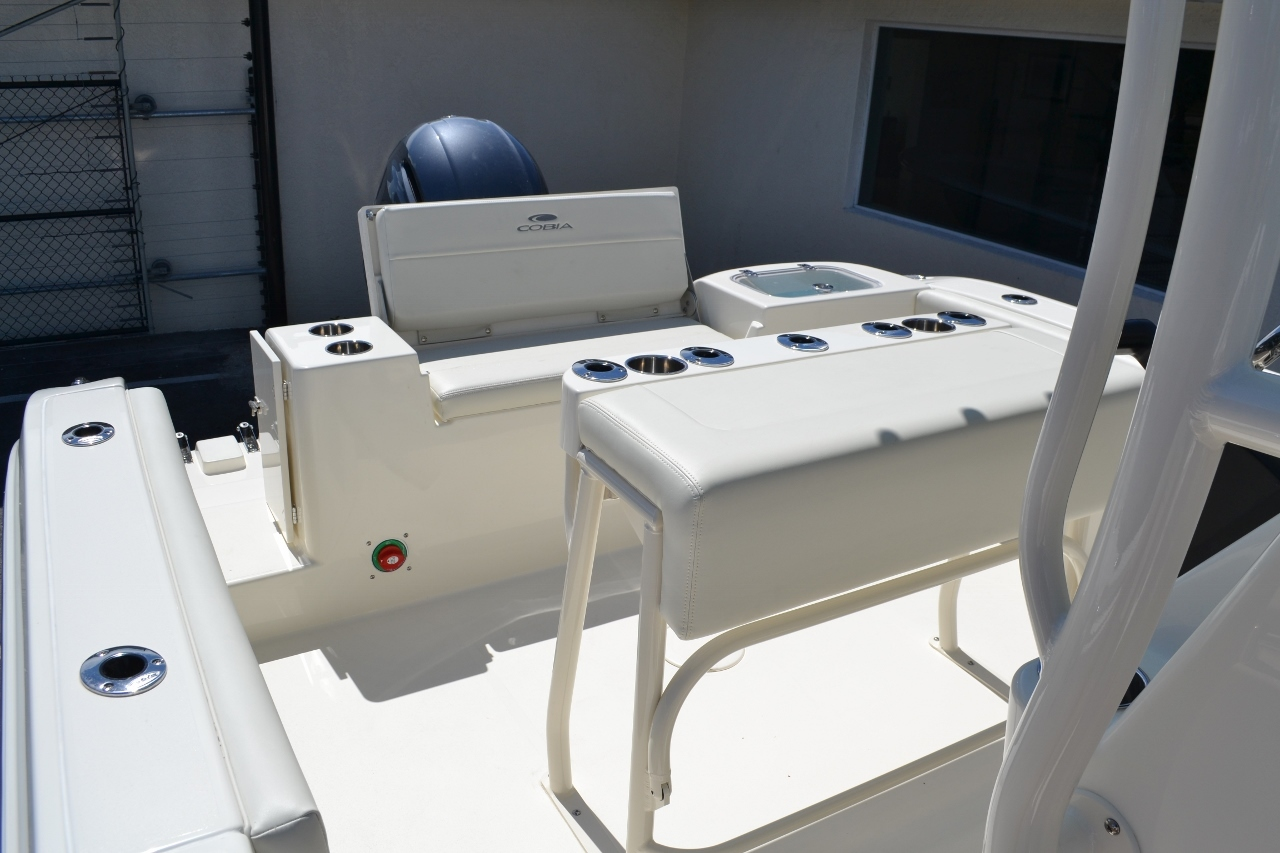 Thumbnail 20 for New 2017 Cobia 220 Center Console boat for sale in Vero Beach, FL