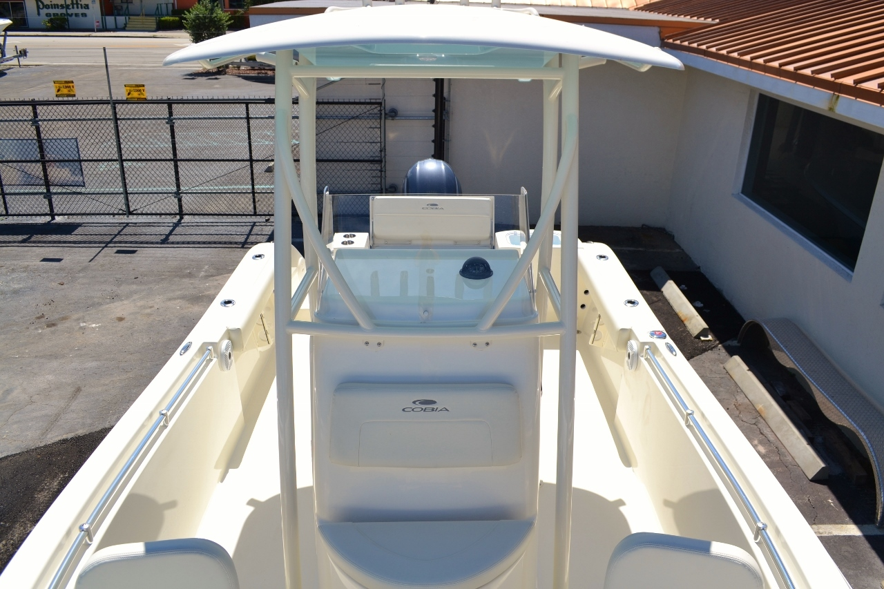 Thumbnail 19 for New 2017 Cobia 220 Center Console boat for sale in Vero Beach, FL