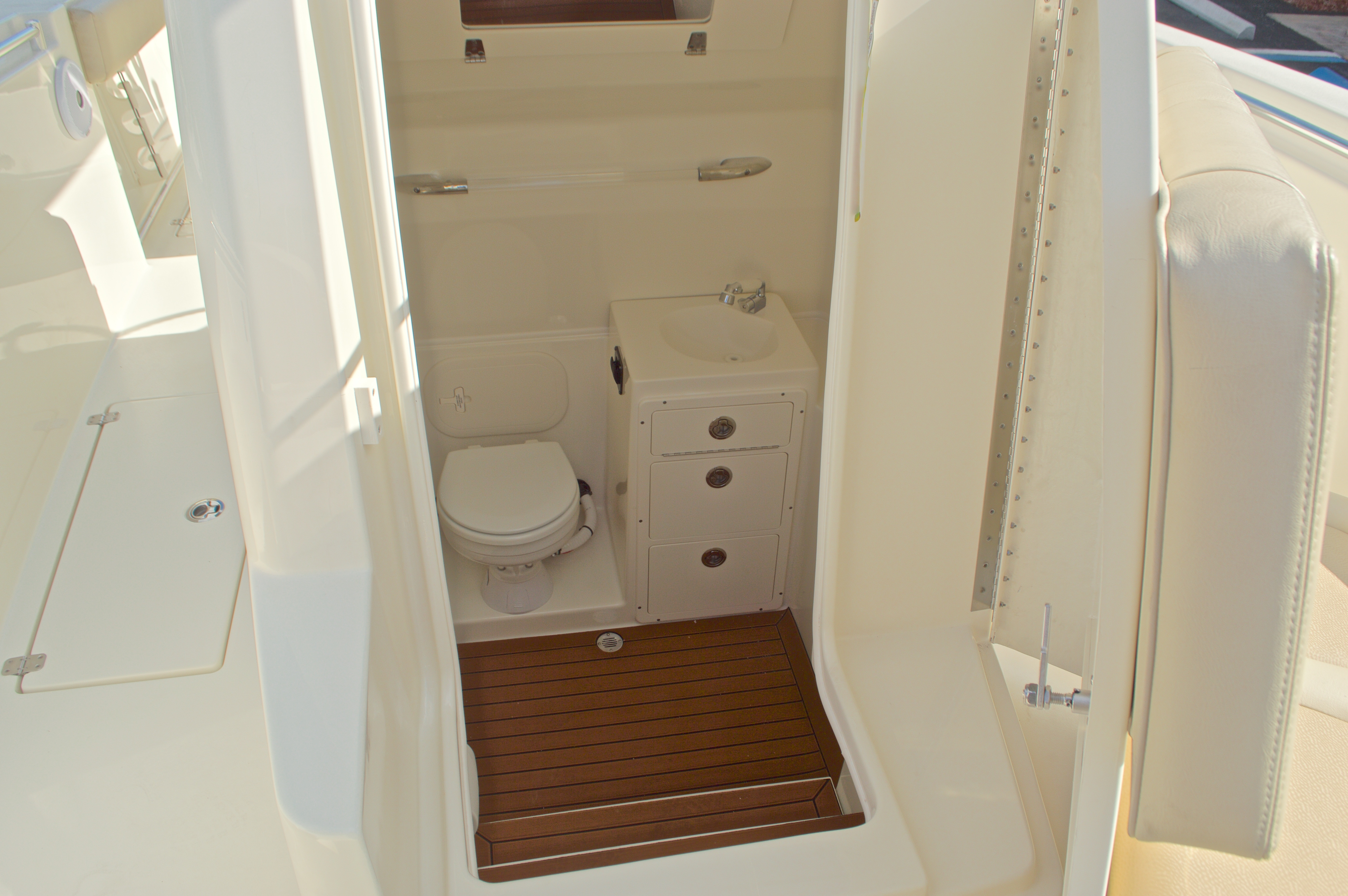 Thumbnail 53 for New 2016 Cobia 296 Center Console boat for sale in Vero Beach, FL