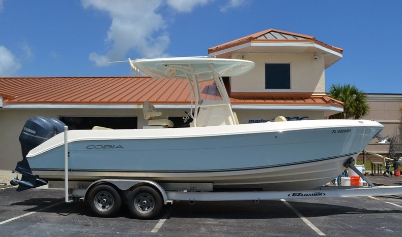 Used 2015 Cobia 256 Center Console boat for sale in Vero Beach, FL
