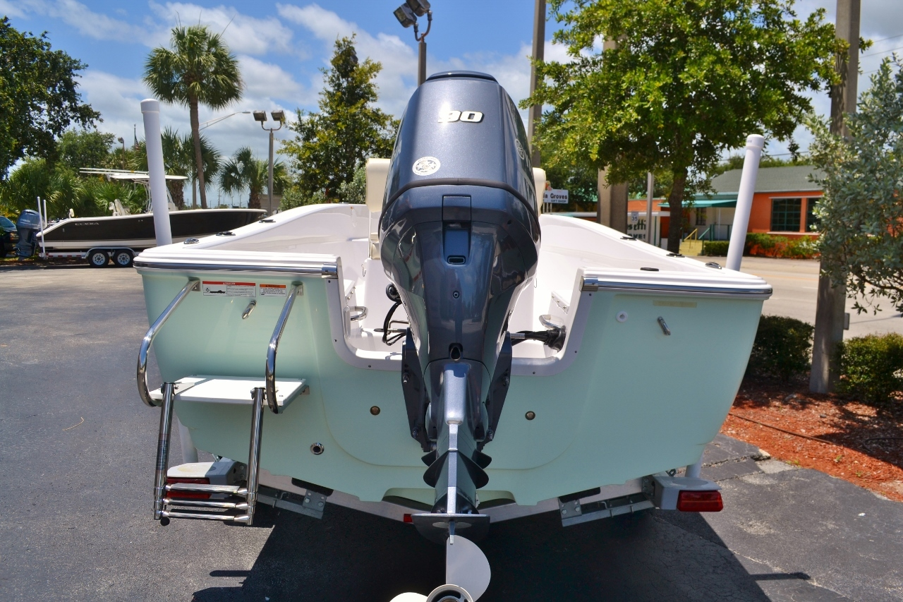 Thumbnail 2 for New 2016 Sportsman 19 Island Reef boat for sale in Vero Beach, FL