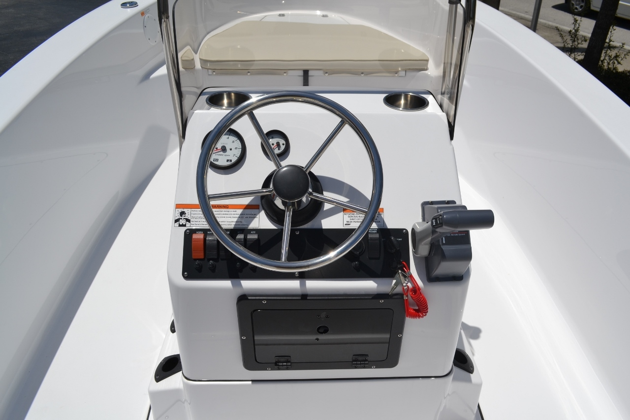 Thumbnail 6 for New 2016 Sportsman 19 Island Reef boat for sale in Vero Beach, FL