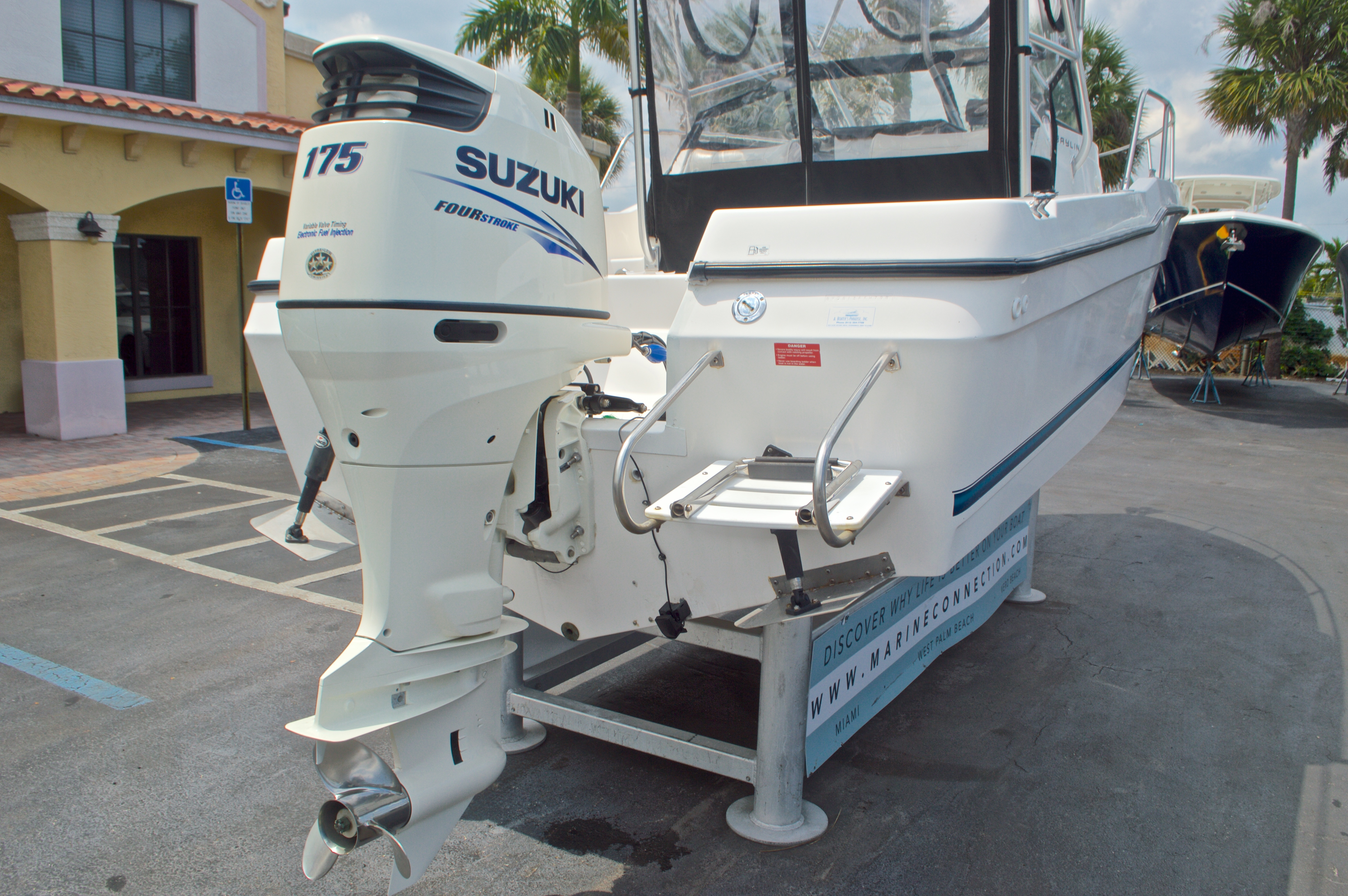 Thumbnail 9 for Used 1998 Bayliner Trophy 2002 WA Walkaround boat for sale in West Palm Beach, FL