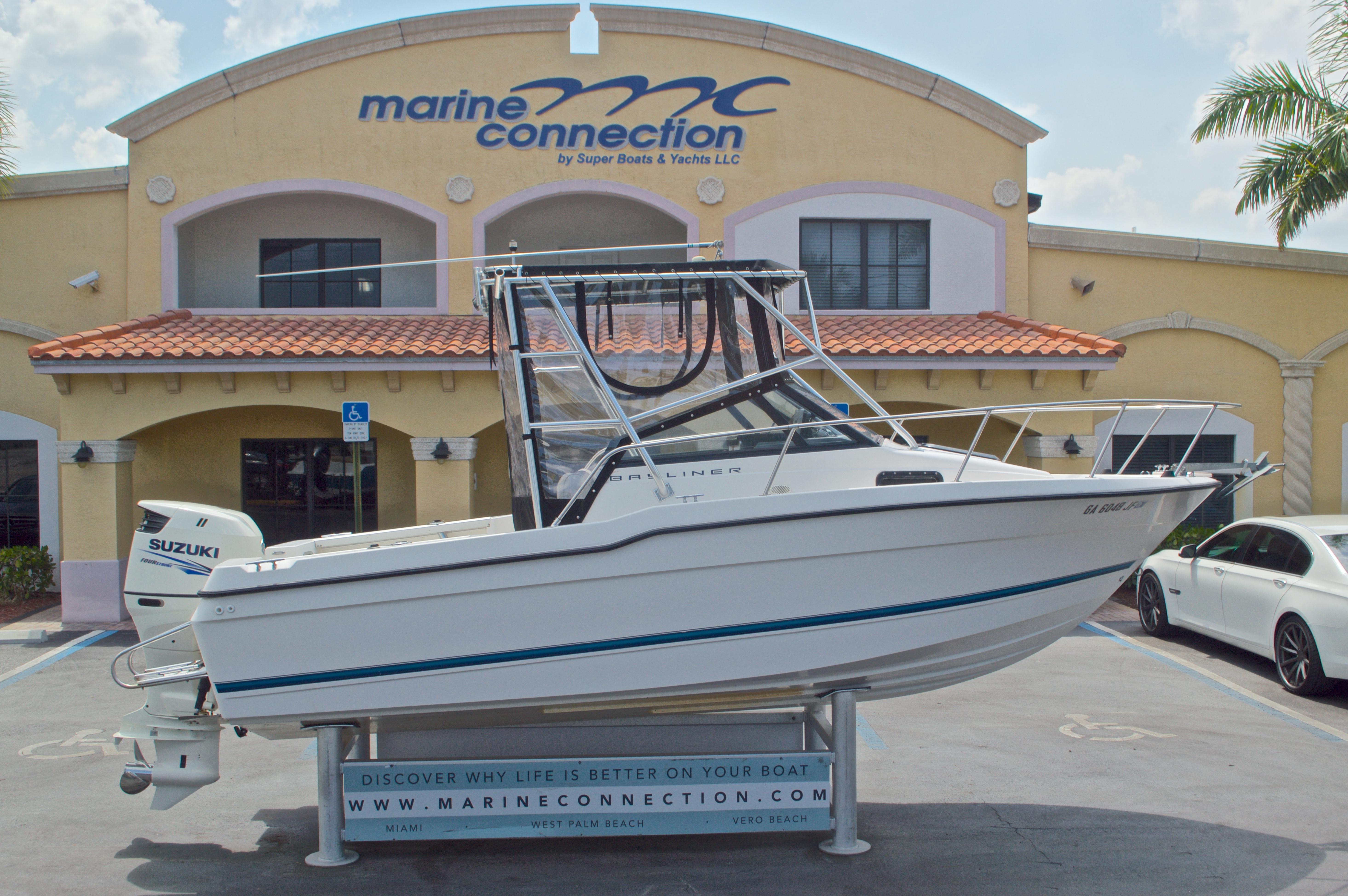 Used 1998 Bayliner Trophy 2002 WA Walkaround boat for sale in West Palm Beach, FL