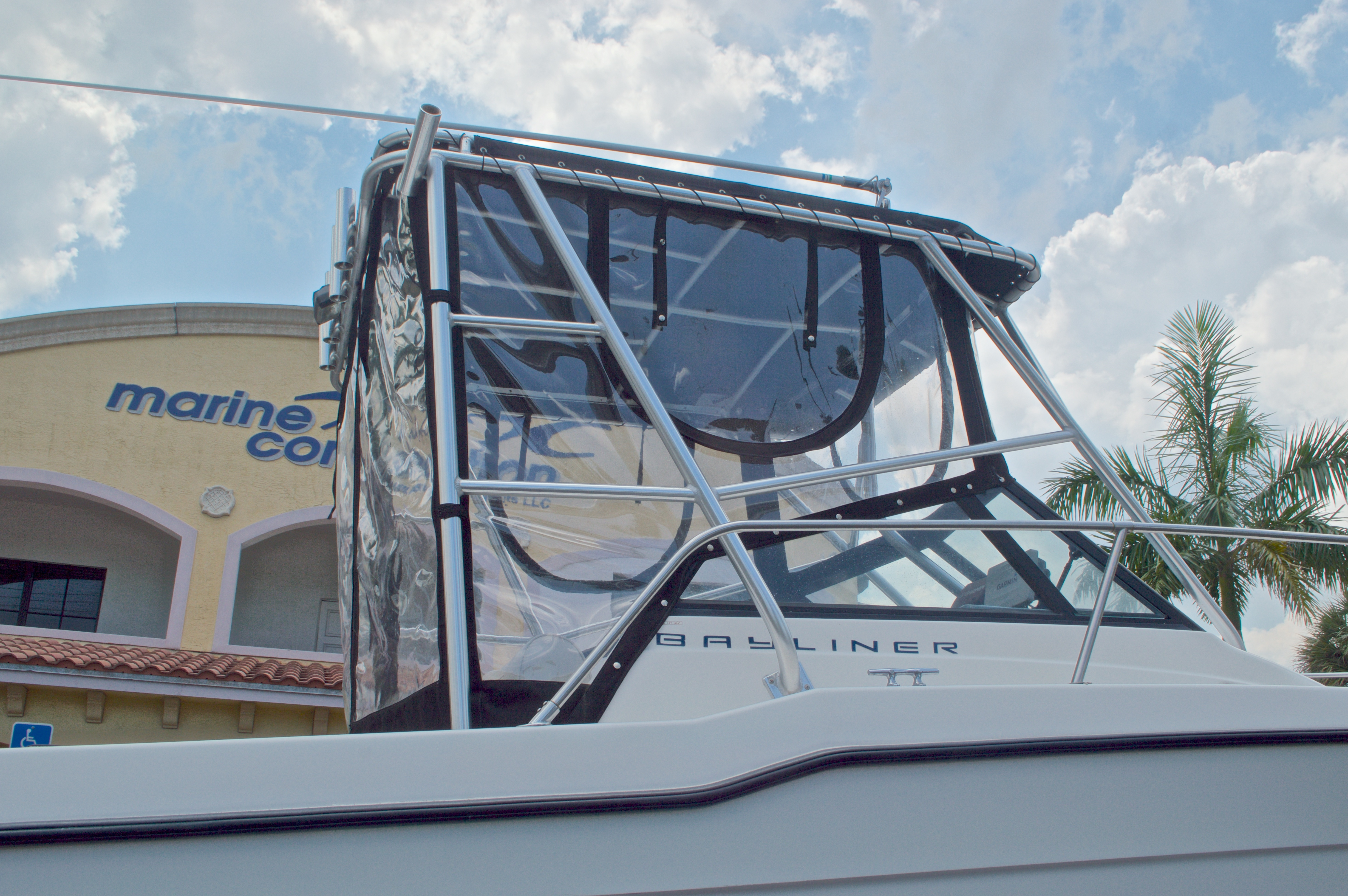 Thumbnail 8 for Used 1998 Bayliner Trophy 2002 WA Walkaround boat for sale in West Palm Beach, FL