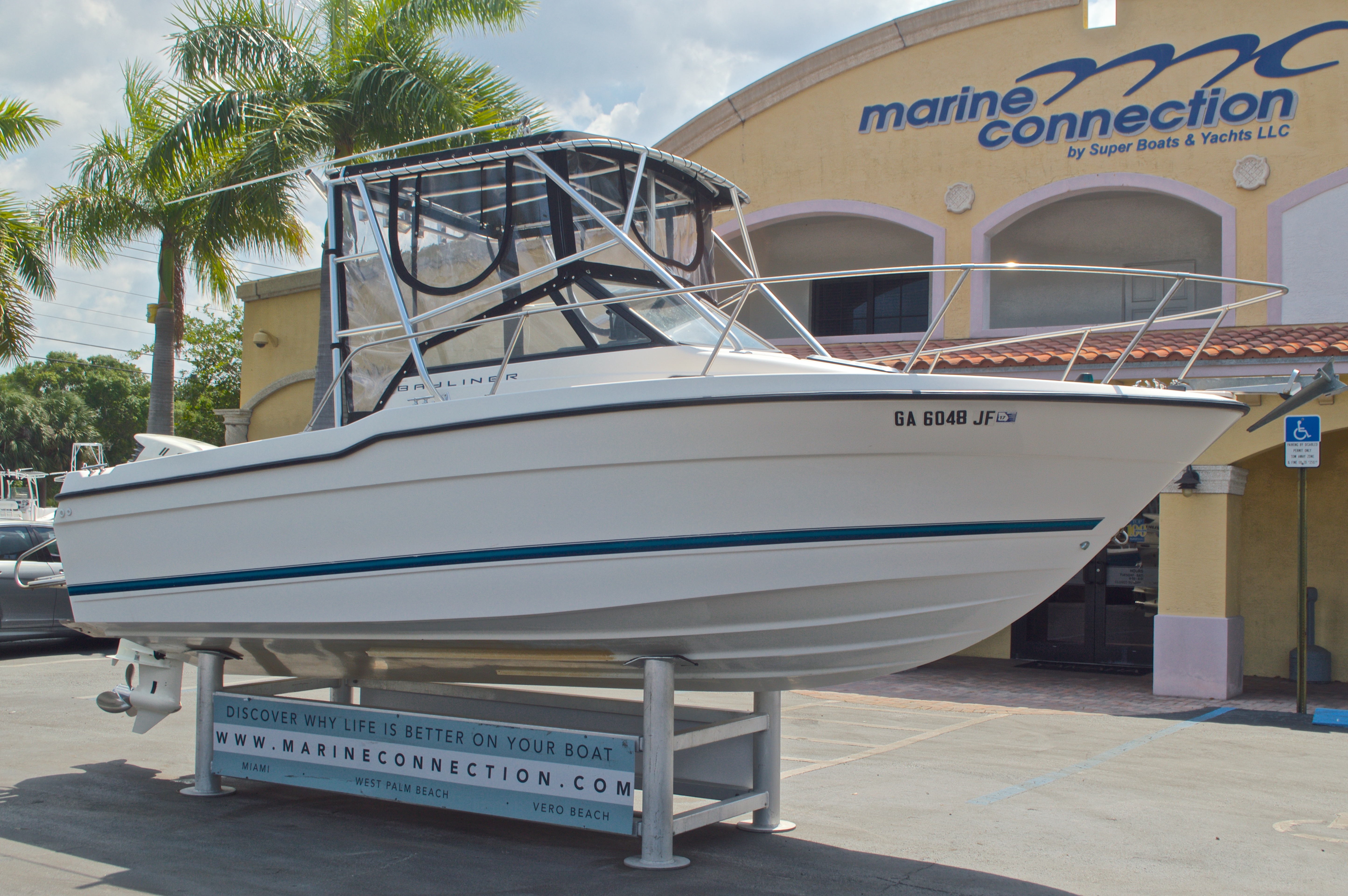 Thumbnail 1 for Used 1998 Bayliner Trophy 2002 WA Walkaround boat for sale in West Palm Beach, FL