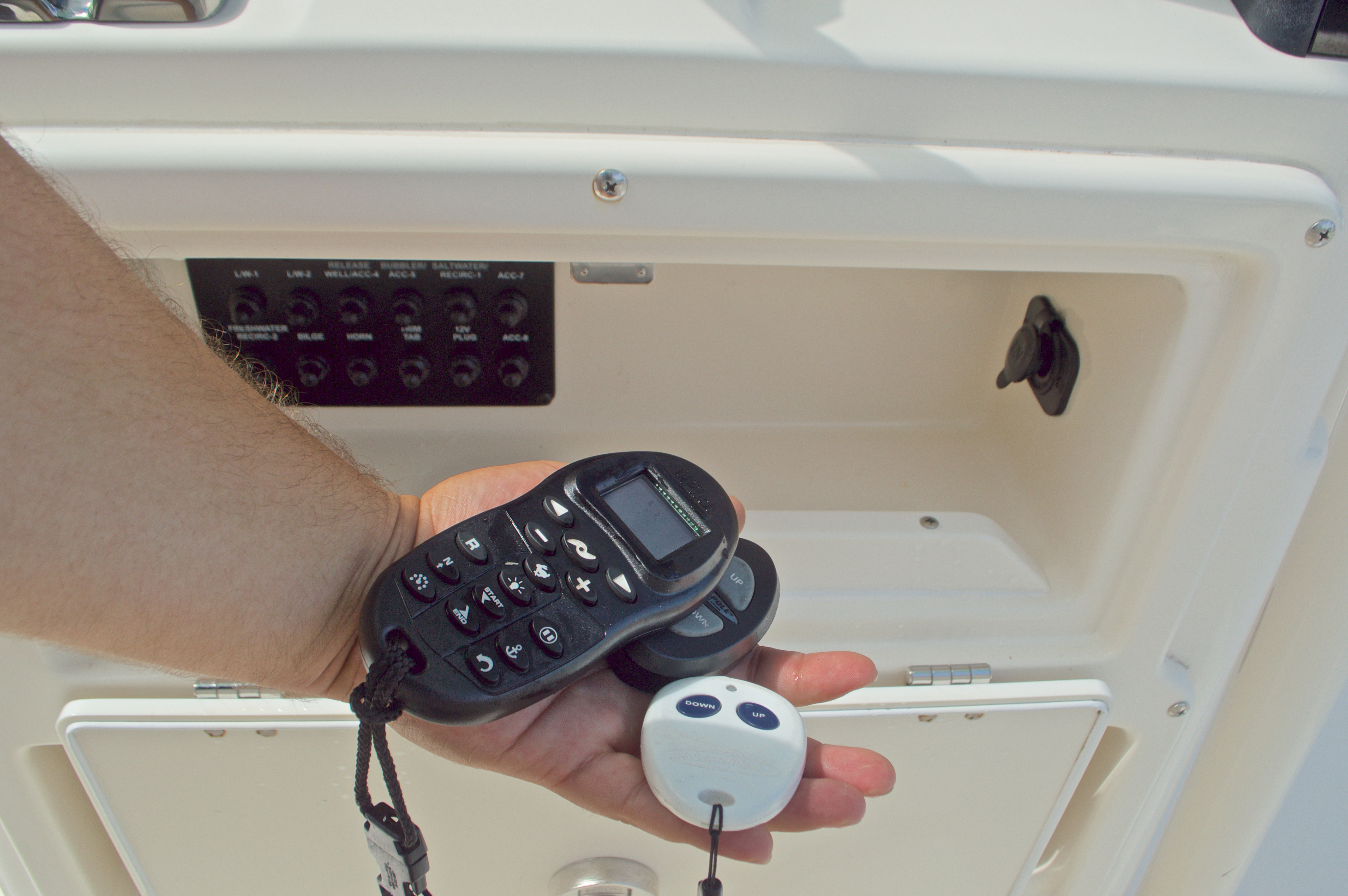 Thumbnail 49 for Used 2014 Pathfinder 2600 HPS Bay Boat boat for sale in West Palm Beach, FL