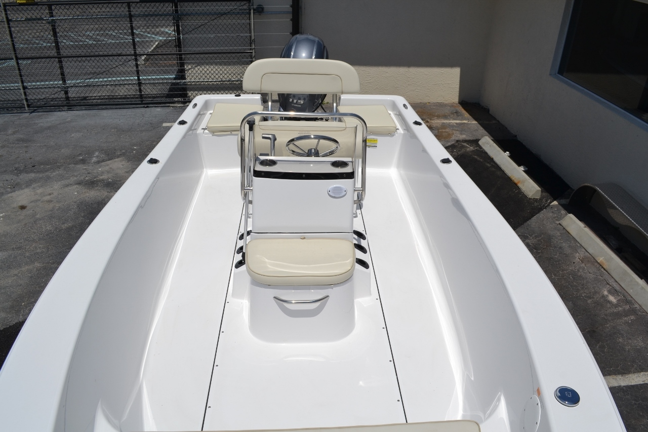 Thumbnail 11 for New 2016 Sportsman 19 Island Reef boat for sale in Miami, FL