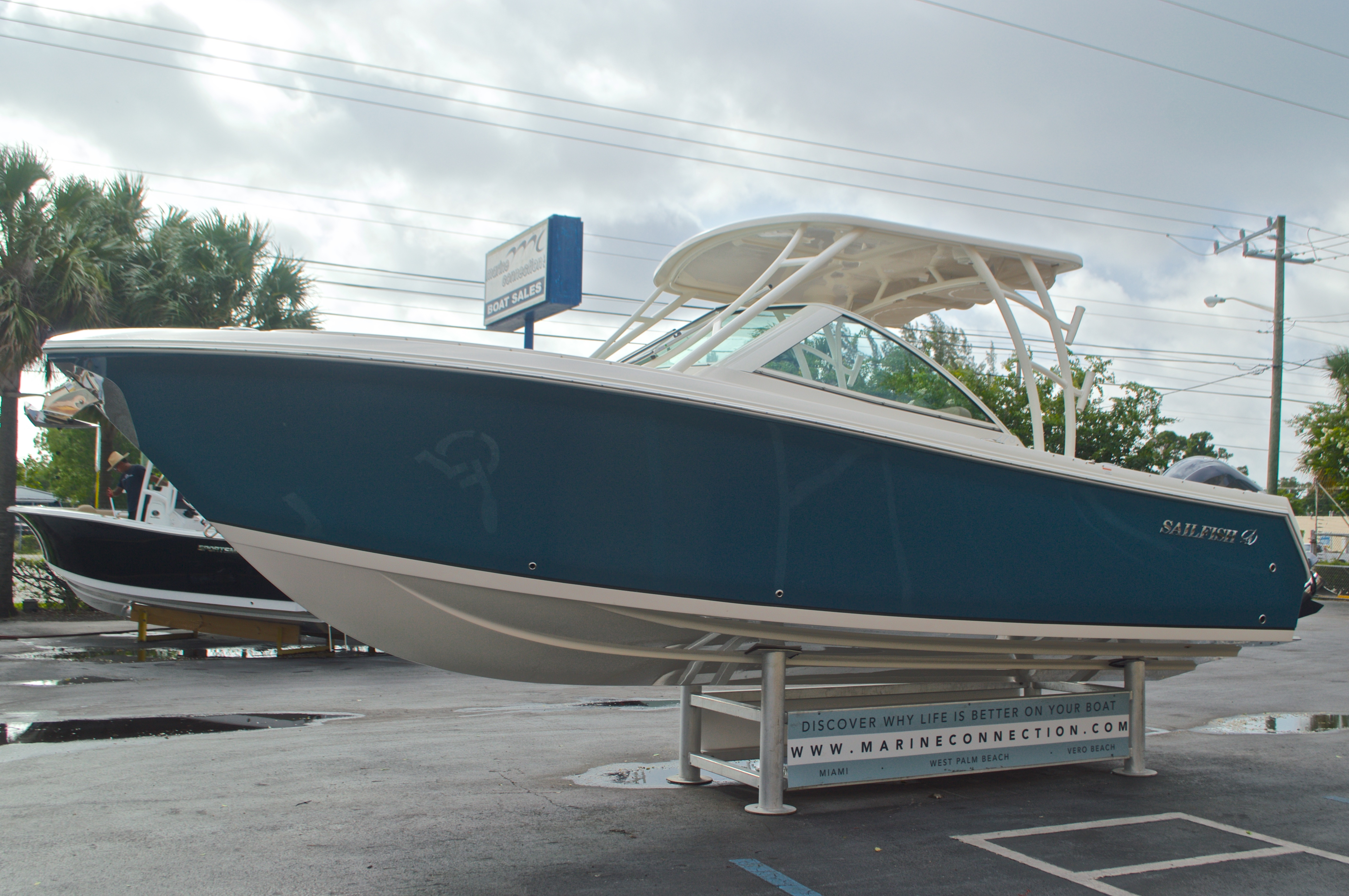 Thumbnail 3 for New 2017 Sailfish 275 Dual Console boat for sale in West Palm Beach, FL