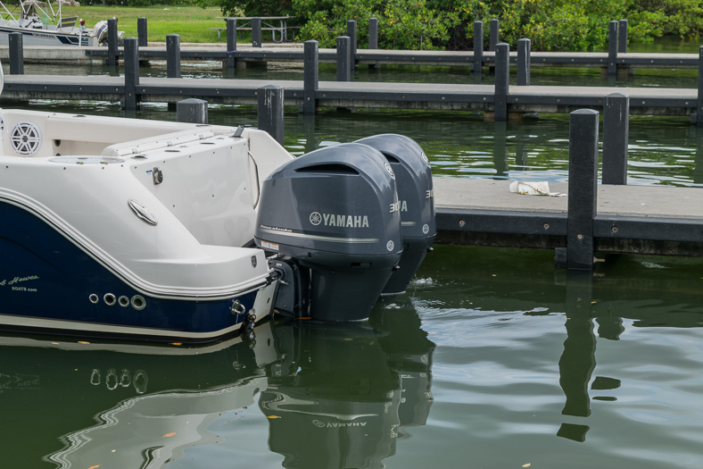 Thumbnail 7 for Used 2016 Robalo R305 Express Walkaround boat for sale in Miami, FL