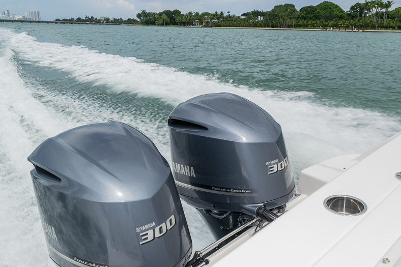 Thumbnail 21 for Used 2016 Robalo R305 Express Walkaround boat for sale in Miami, FL