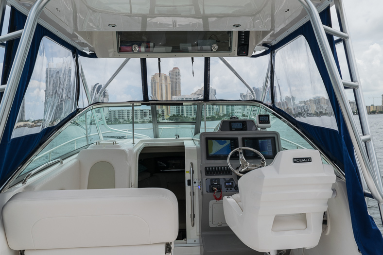 Thumbnail 25 for Used 2016 Robalo R305 Express Walkaround boat for sale in Miami, FL